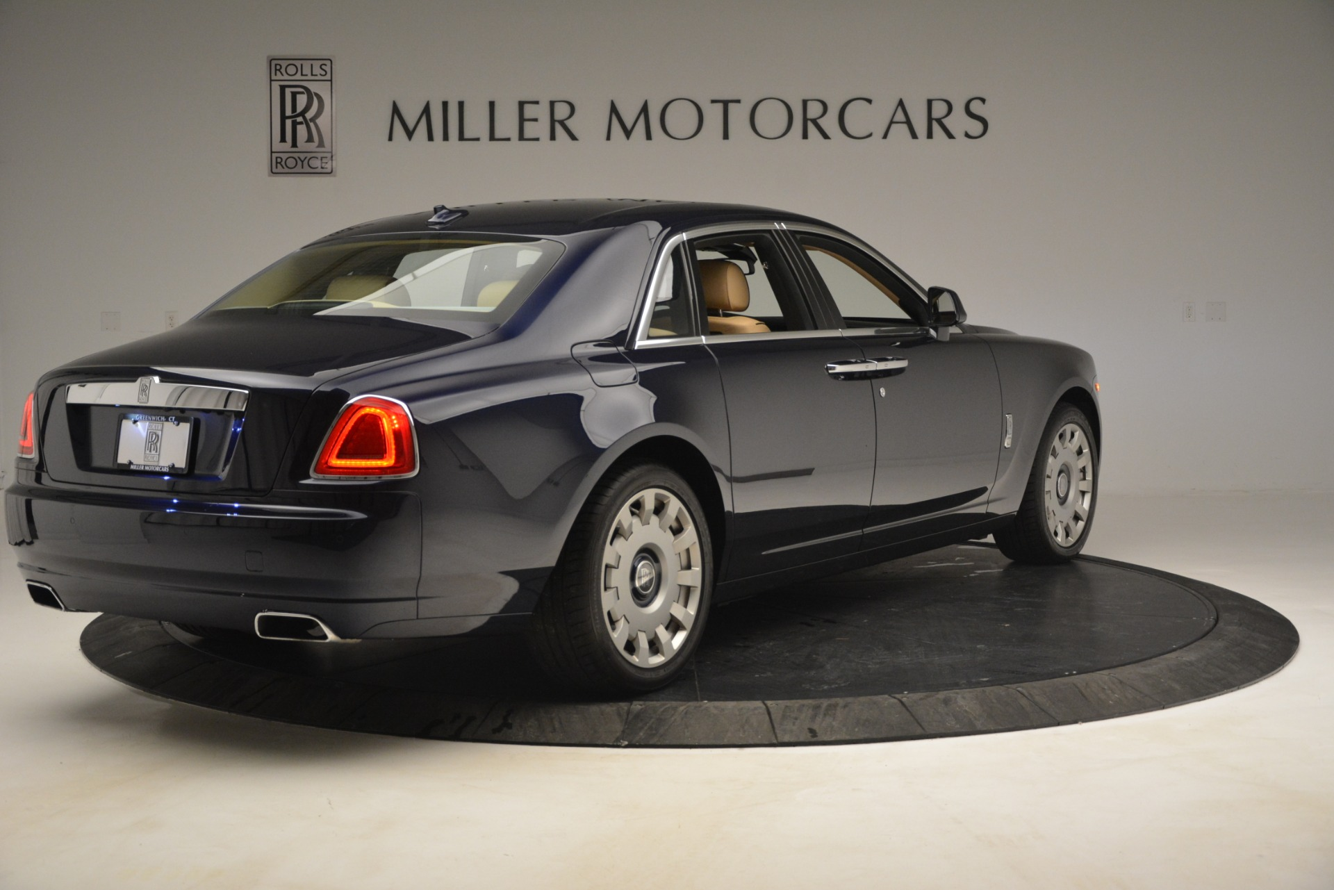 Used 2014 Rolls-Royce Ghost  For Sale In Westport, CT 2990_p8