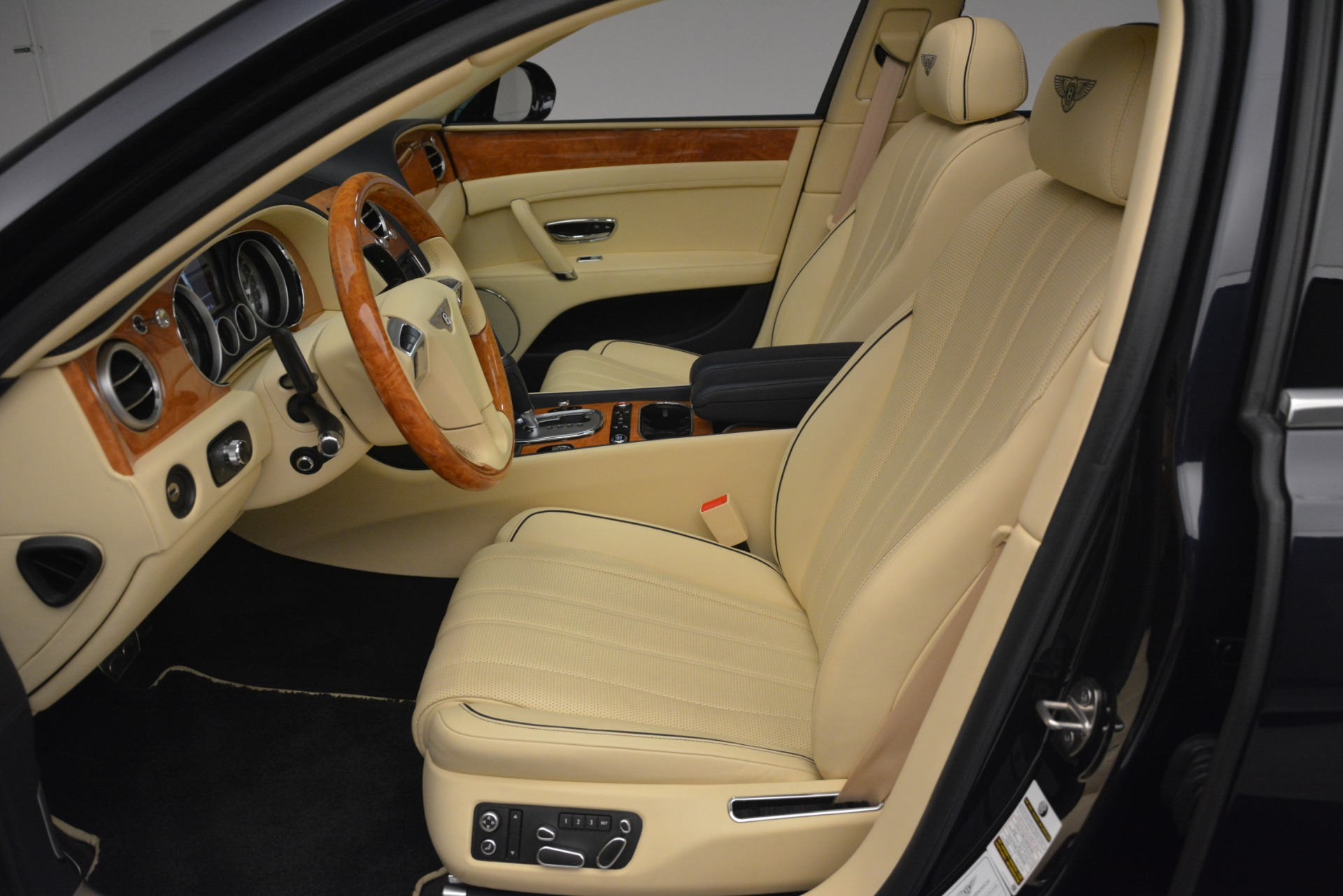 Used 2015 Bentley Flying Spur V8 For Sale In Westport, CT 2997_p17