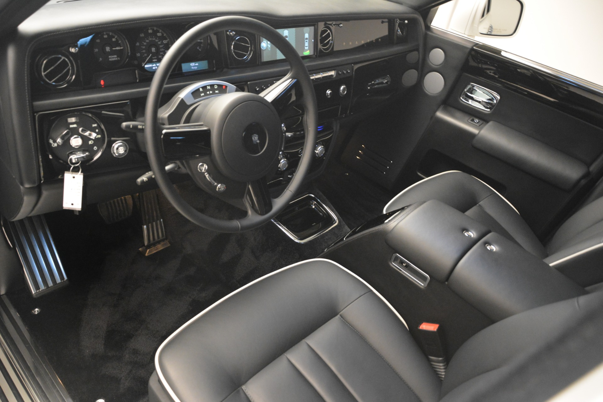 Used 2014 Rolls-Royce Phantom  For Sale In Westport, CT 2998_p15