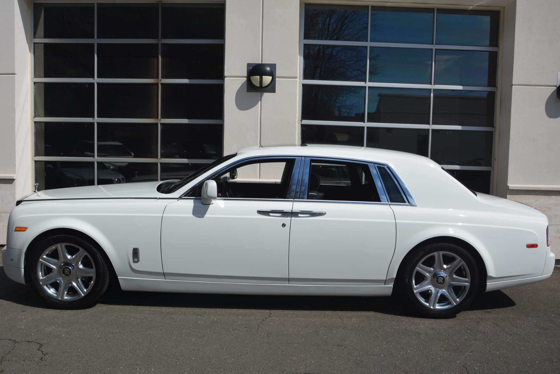 Used 2014 Rolls-Royce Phantom  For Sale In Westport, CT 2998_p4
