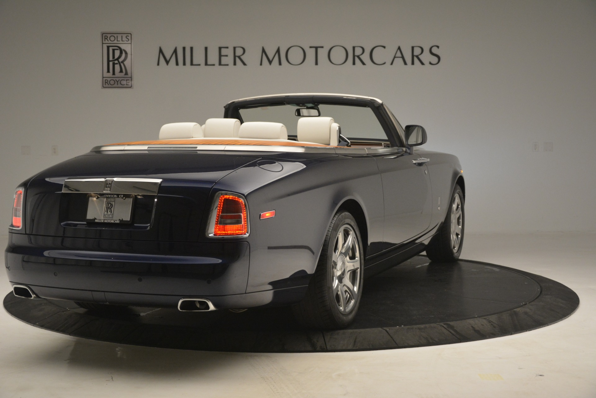 Used 2013 Rolls-Royce Phantom Drophead Coupe  For Sale In Westport, CT 2999_p11