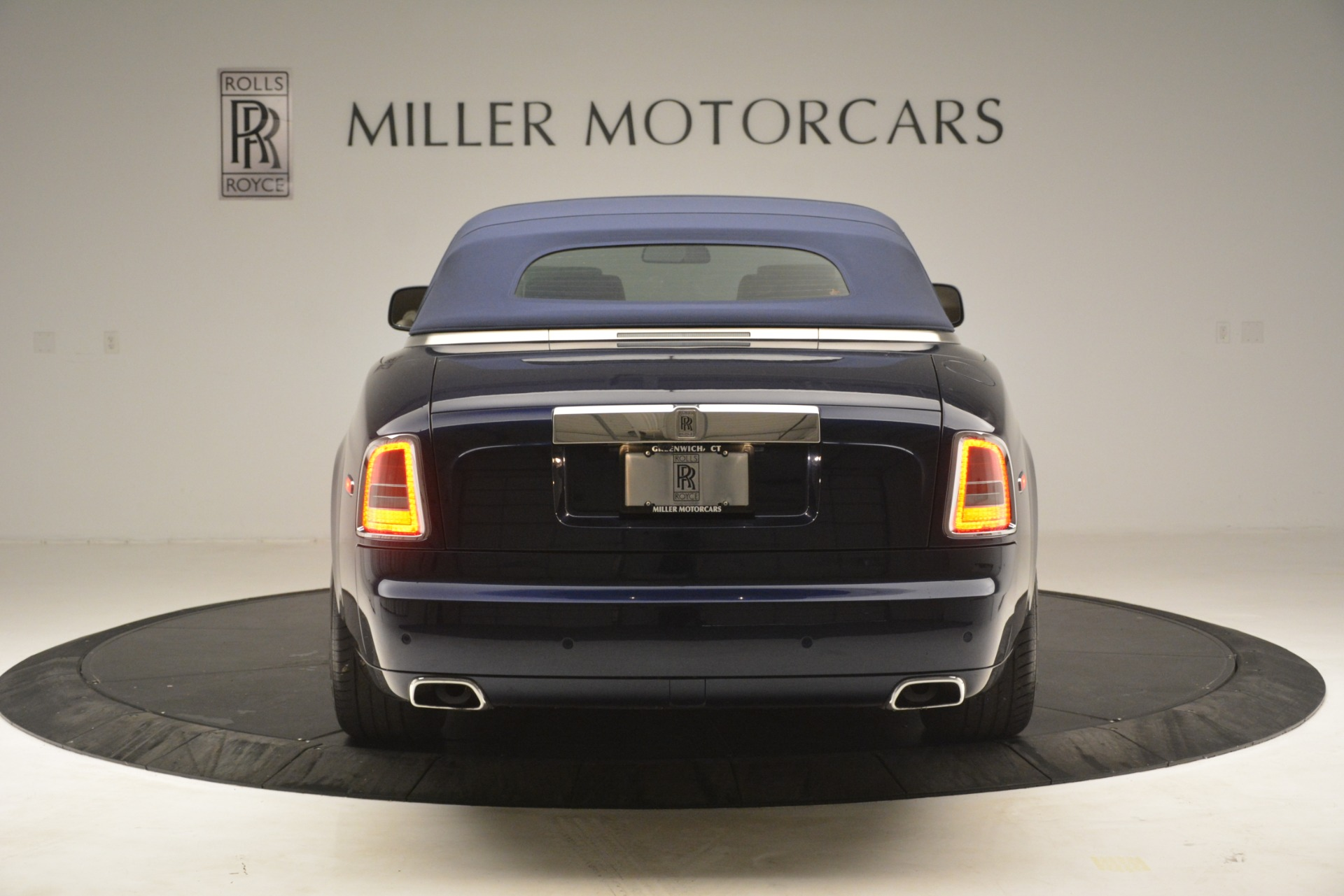 Used 2013 Rolls-Royce Phantom Drophead Coupe  For Sale In Westport, CT 2999_p22