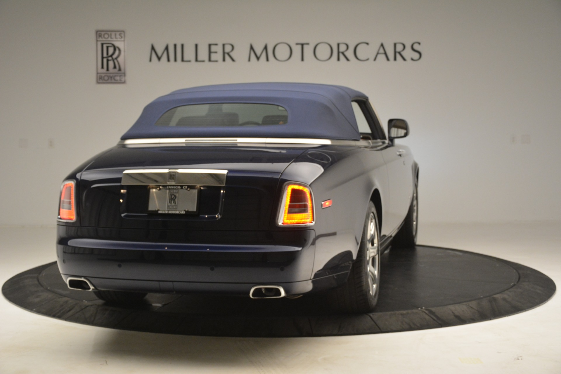 Used 2013 Rolls-Royce Phantom Drophead Coupe  For Sale In Westport, CT 2999_p23