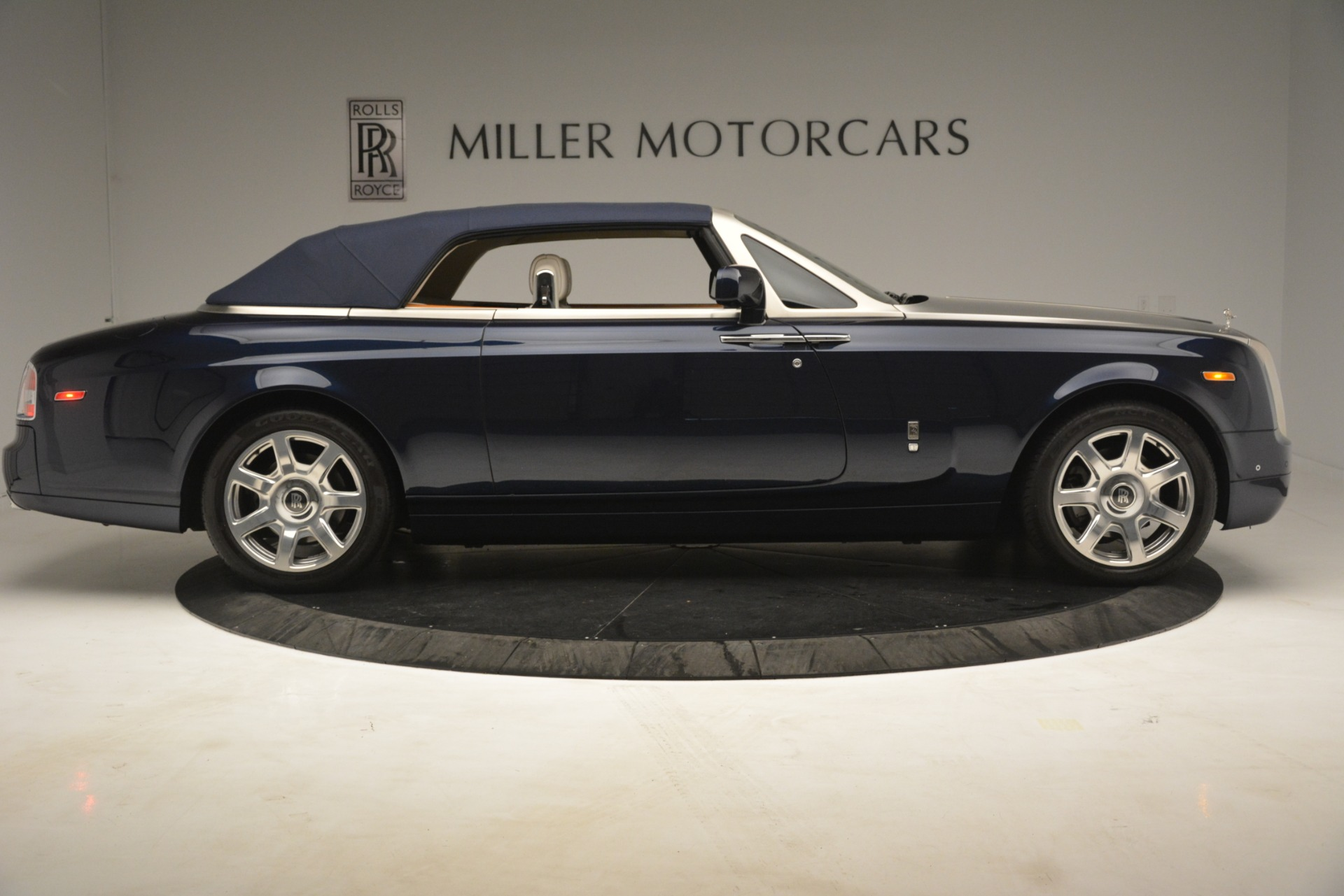 Used 2013 Rolls-Royce Phantom Drophead Coupe  For Sale In Westport, CT 2999_p25