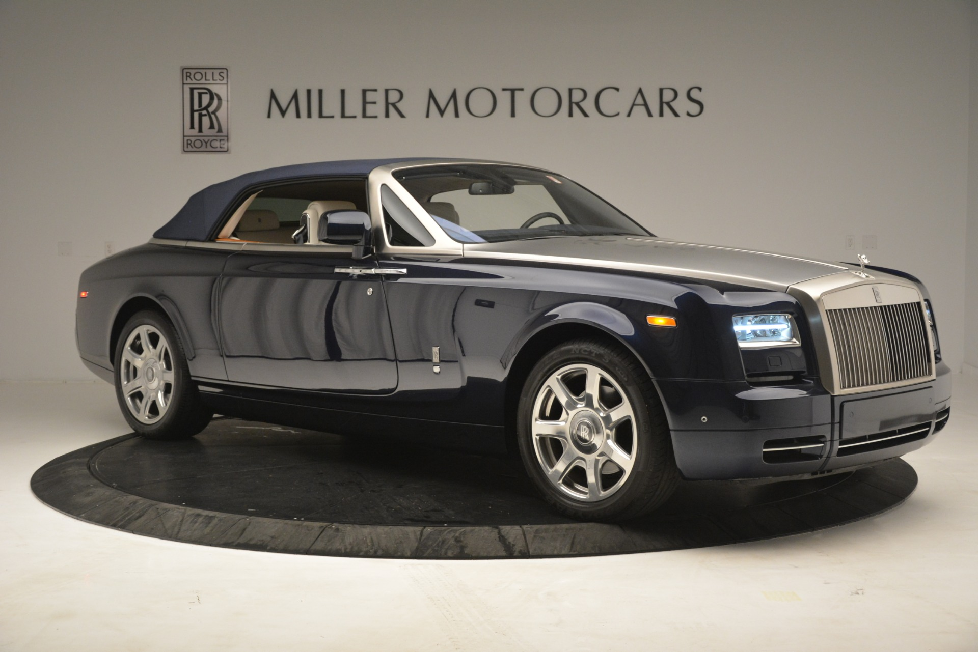Used 2013 Rolls-Royce Phantom Drophead Coupe  For Sale In Westport, CT 2999_p26