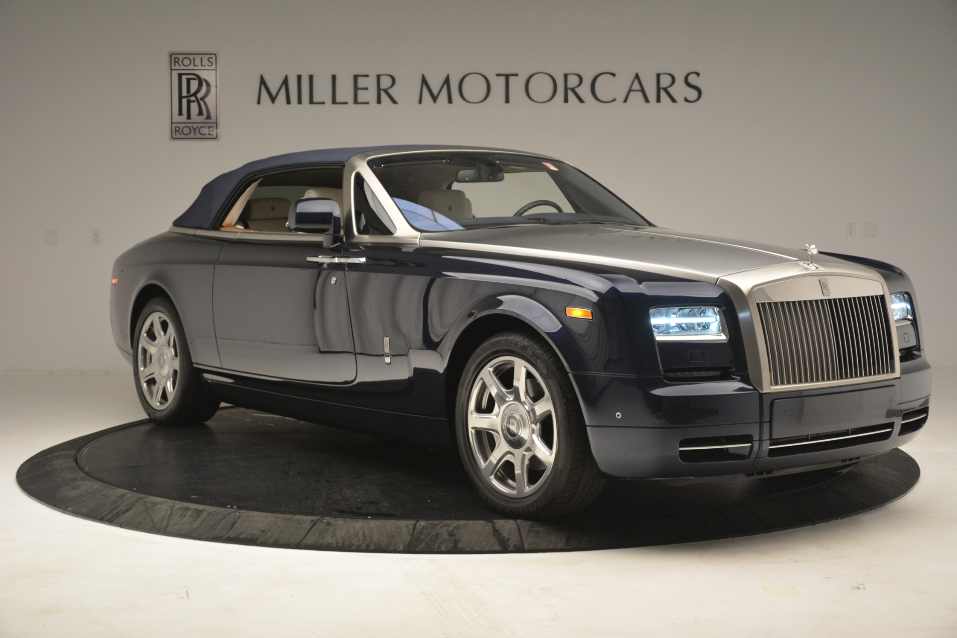 Used 2013 Rolls-Royce Phantom Drophead Coupe  For Sale In Westport, CT 2999_p27