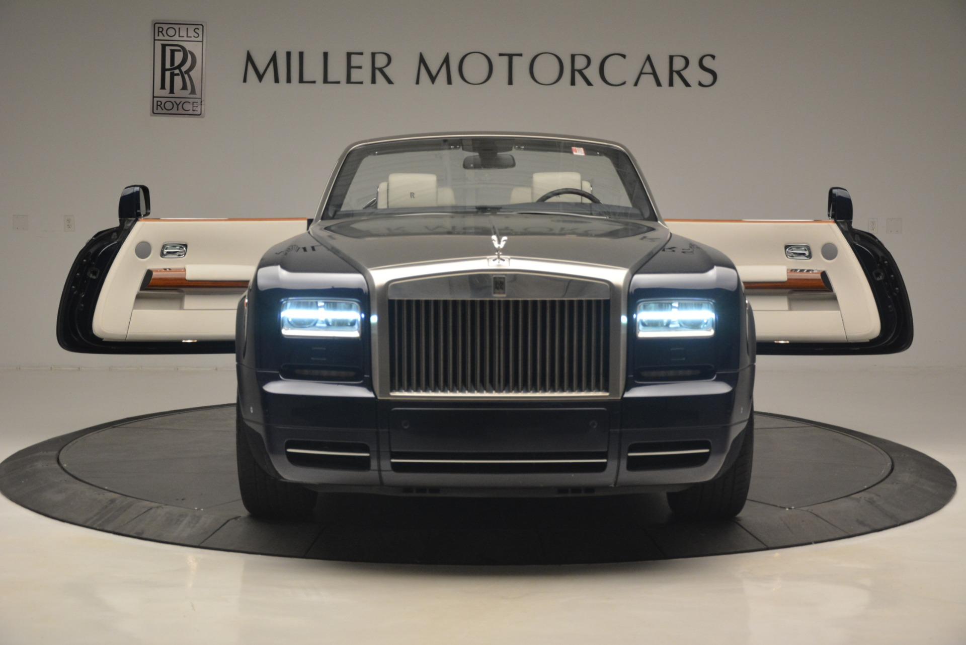 Used 2013 Rolls-Royce Phantom Drophead Coupe  For Sale In Westport, CT 2999_p29