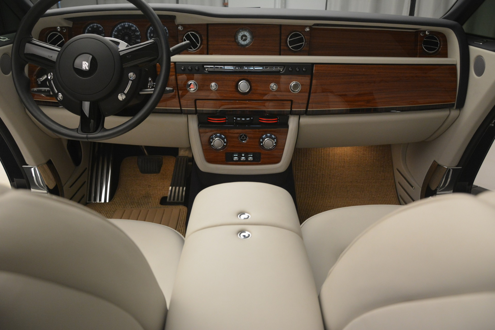 Used 2013 Rolls-Royce Phantom Drophead Coupe  For Sale In Westport, CT 2999_p34