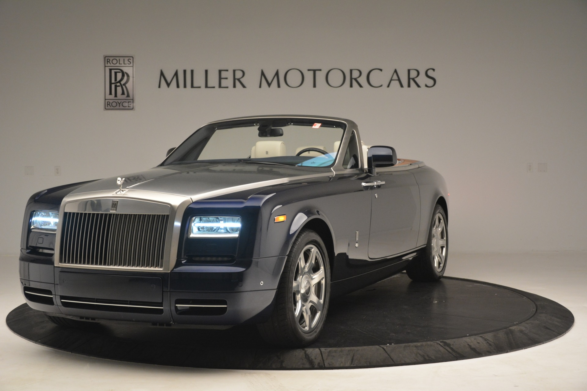 Used 2013 Rolls-Royce Phantom Drophead Coupe  For Sale In Westport, CT 2999_p3