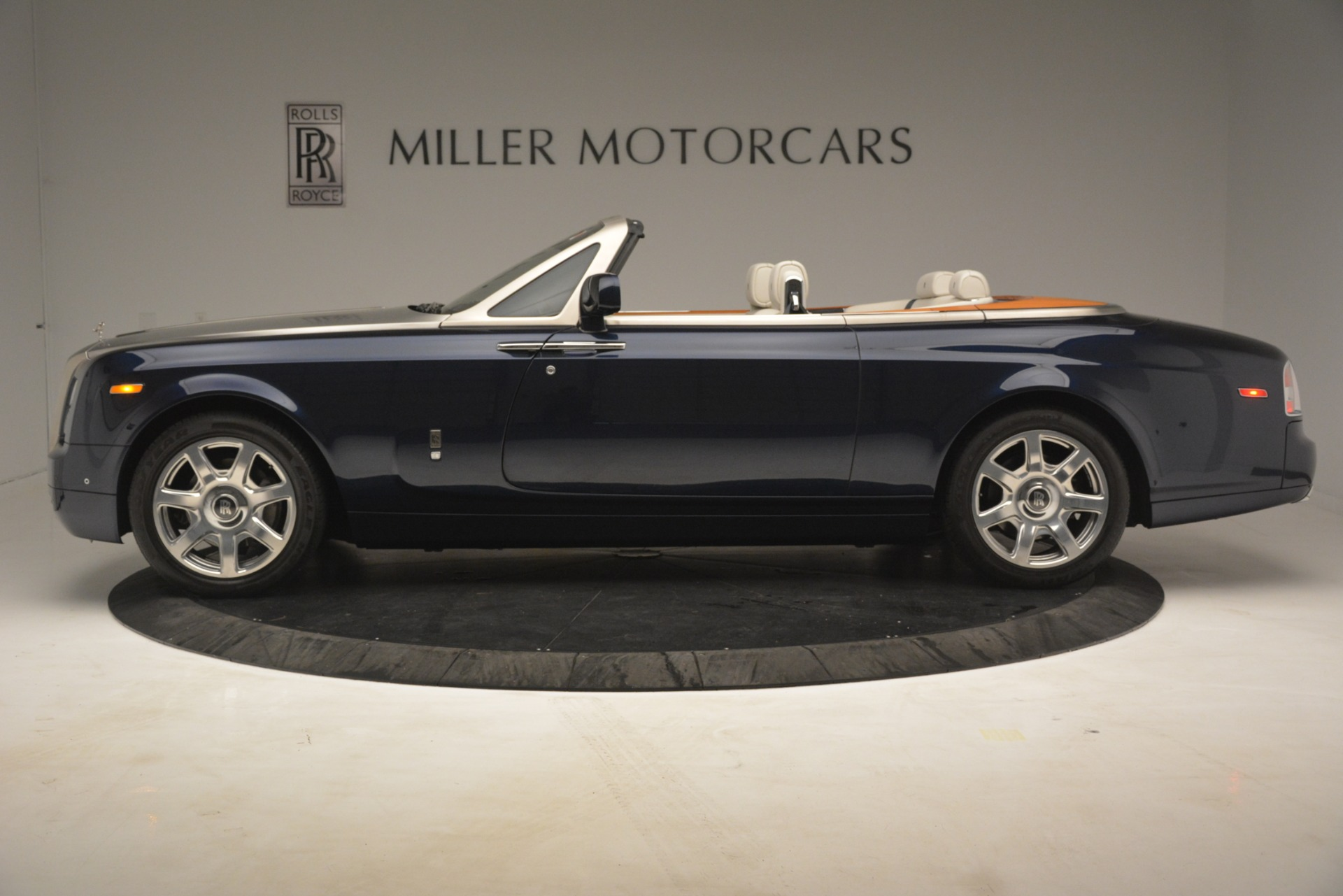 Used 2013 Rolls-Royce Phantom Drophead Coupe  For Sale In Westport, CT 2999_p4