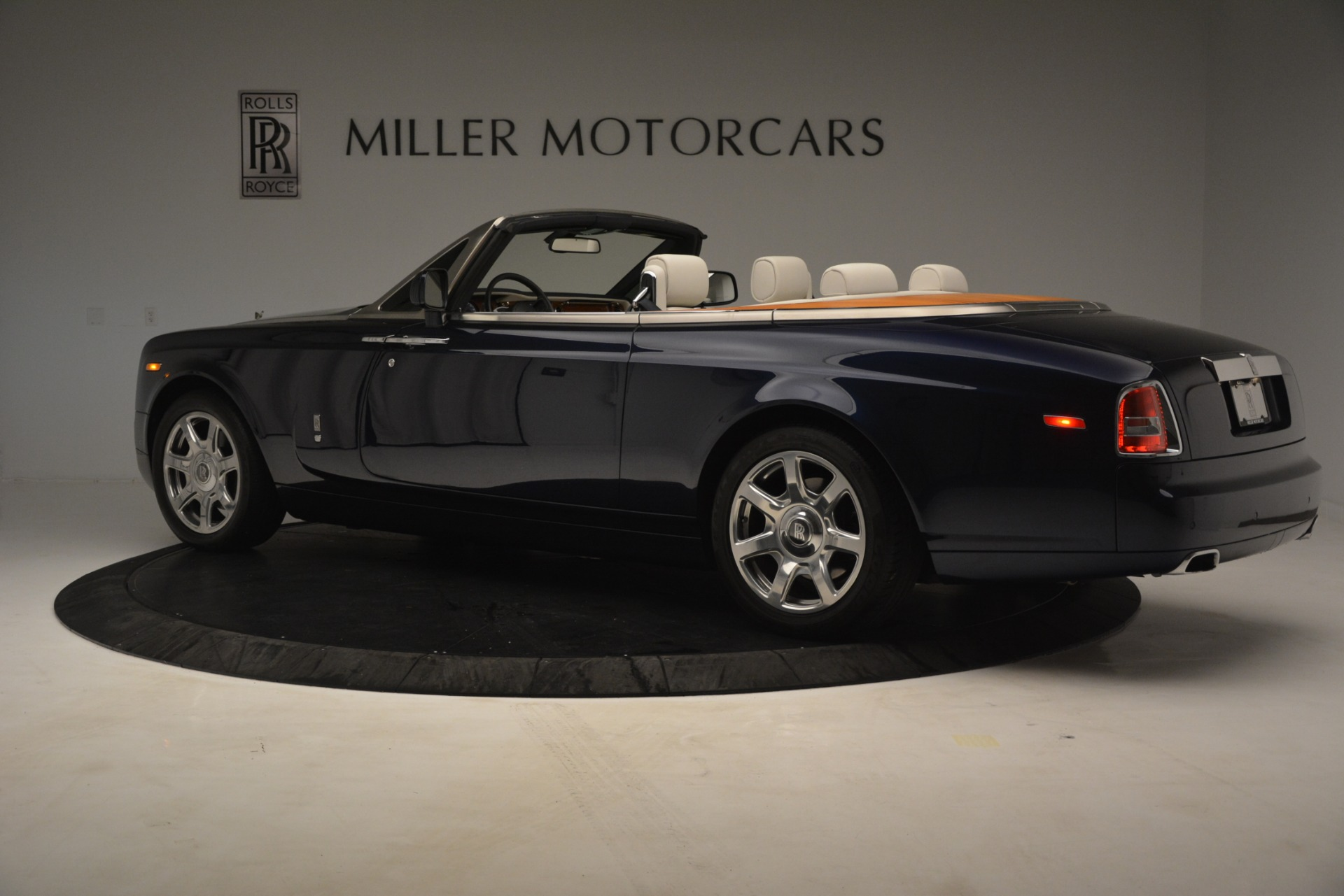 Used 2013 Rolls-Royce Phantom Drophead Coupe  For Sale In Westport, CT 2999_p6