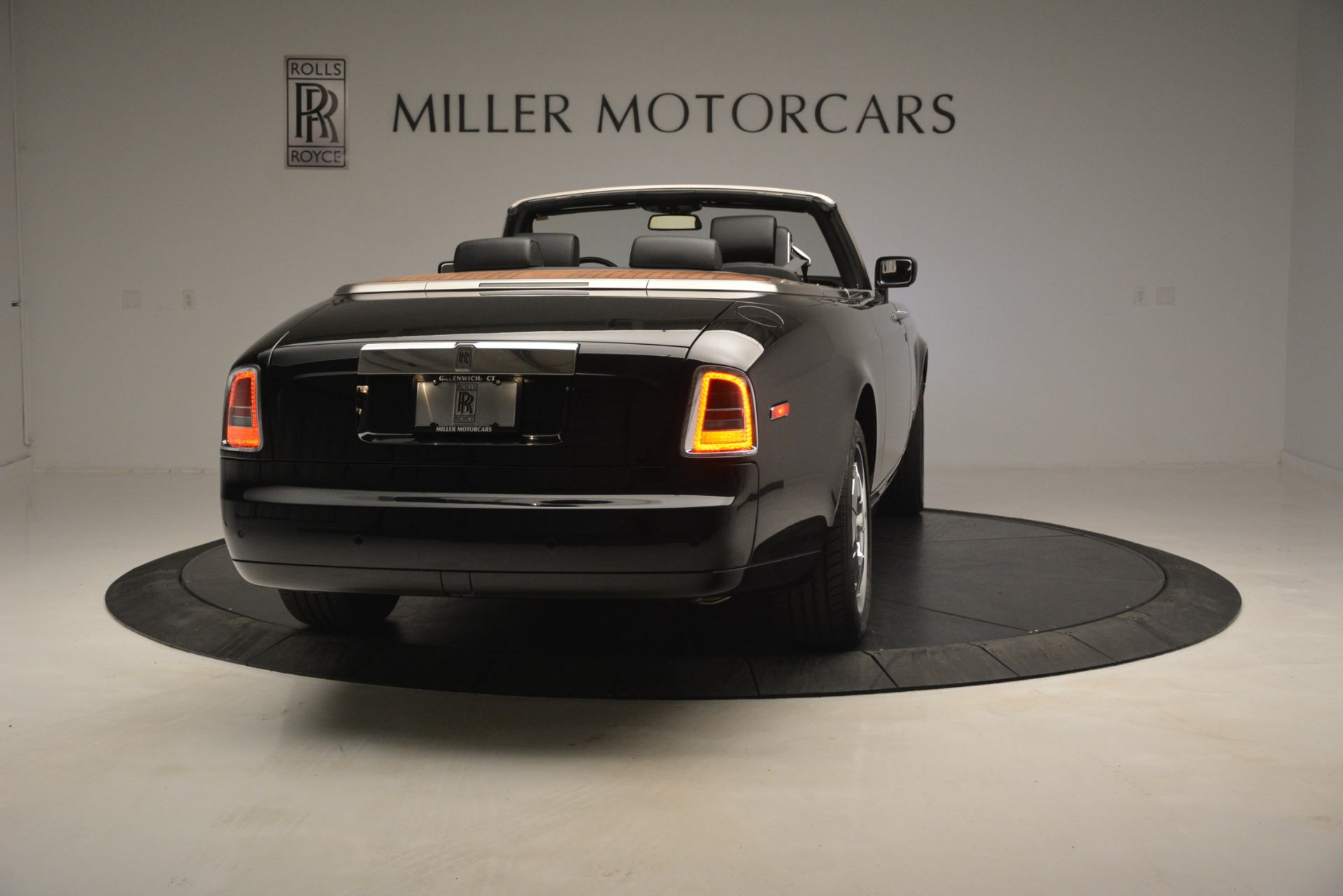 Used 2008 Rolls-Royce Phantom Drophead Coupe  For Sale In Westport, CT 3000_p10