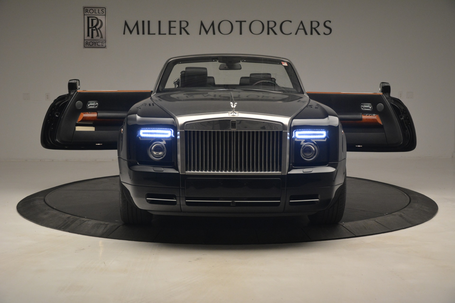 Used 2008 Rolls-Royce Phantom Drophead Coupe  For Sale In Westport, CT 3000_p17