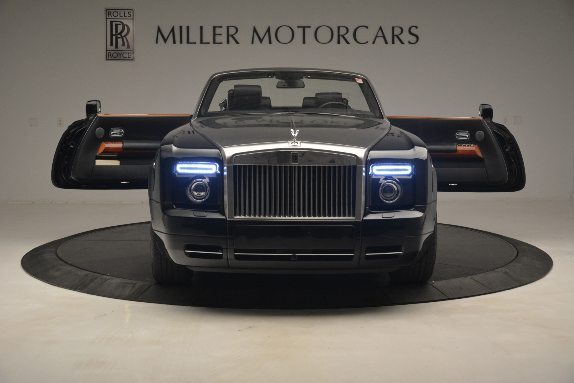 Used 2008 Rolls-Royce Phantom Drophead Coupe  For Sale In Westport, CT 3000_p18