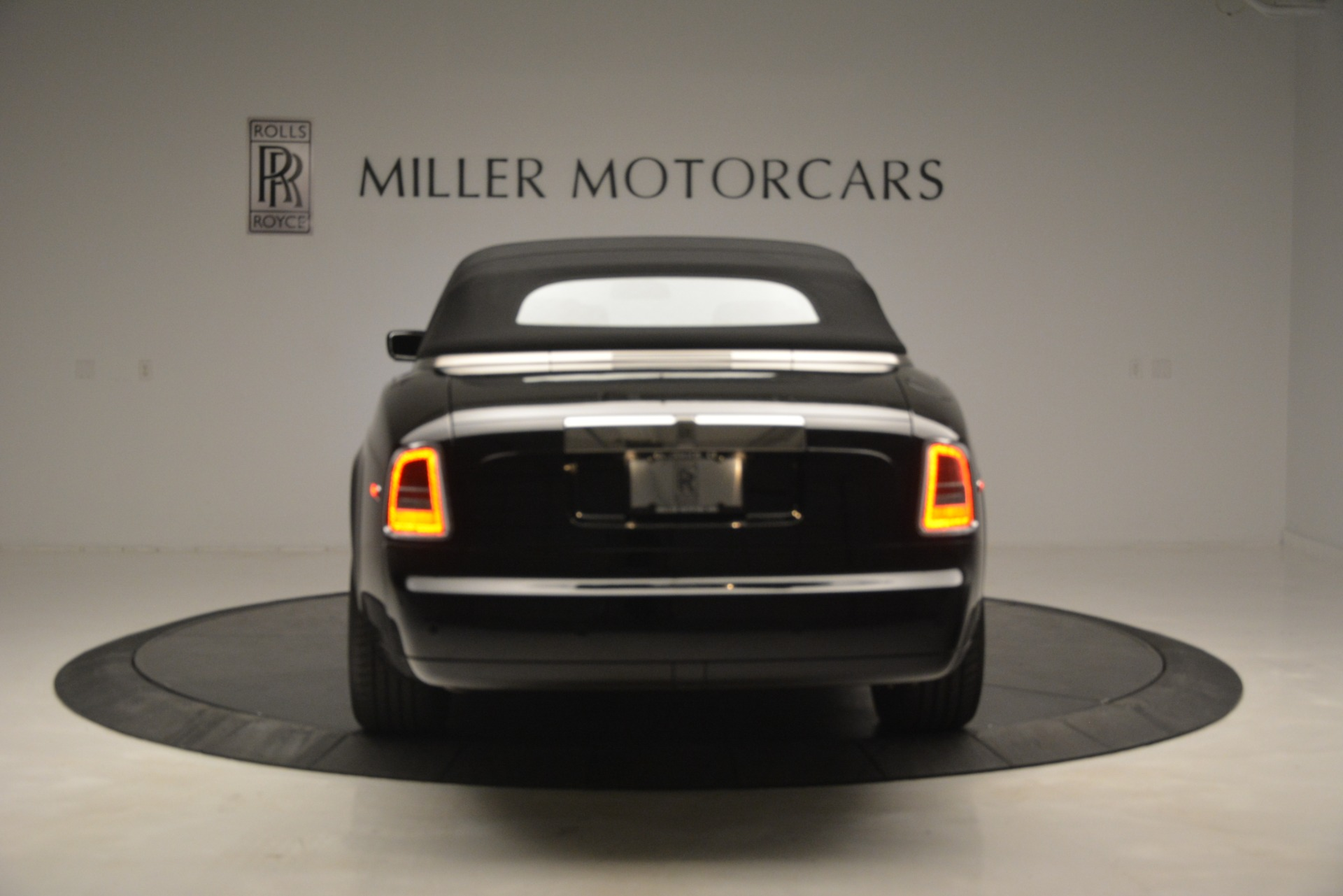Used 2008 Rolls-Royce Phantom Drophead Coupe  For Sale In Westport, CT 3000_p37