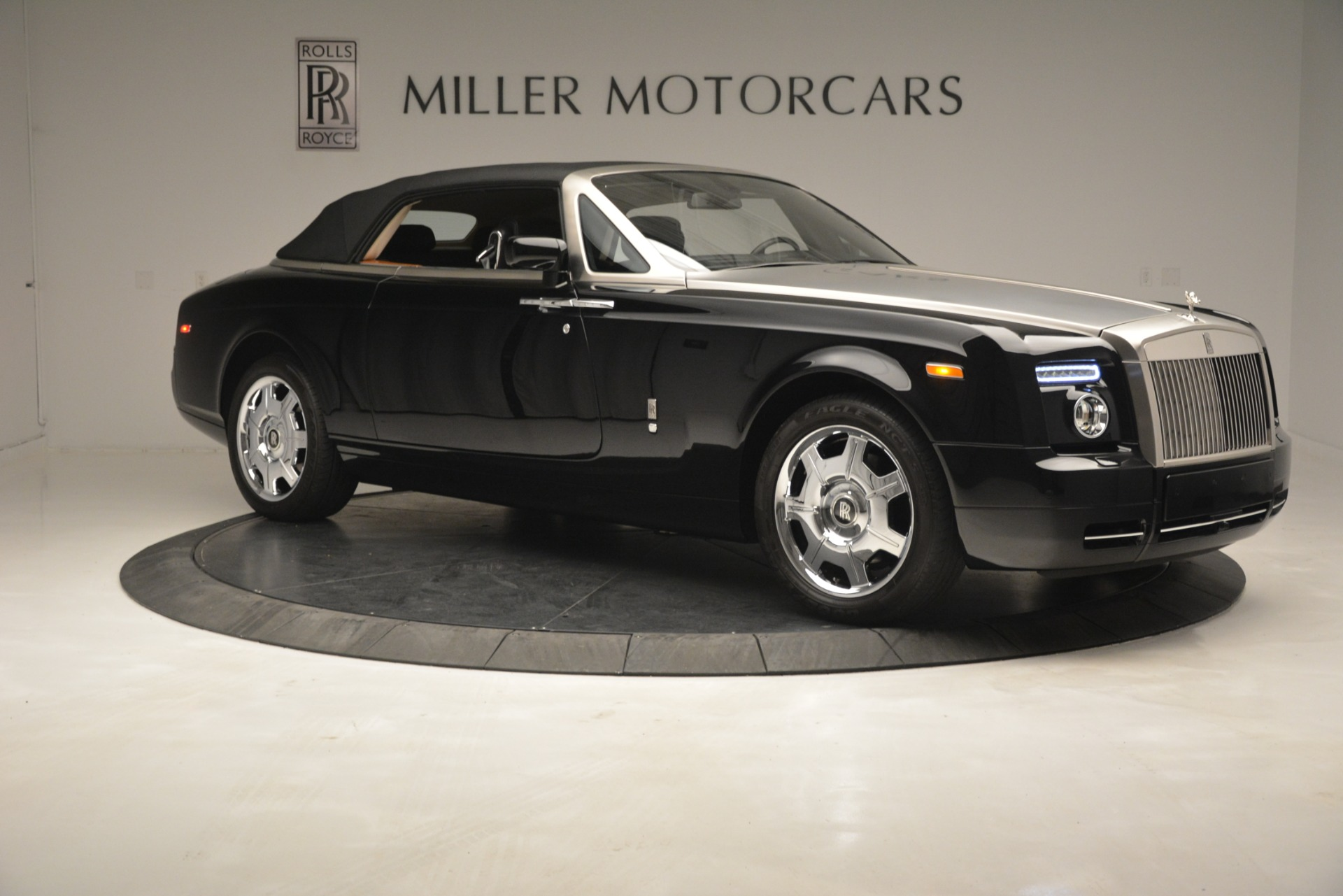 Used 2008 Rolls-Royce Phantom Drophead Coupe  For Sale In Westport, CT 3000_p40