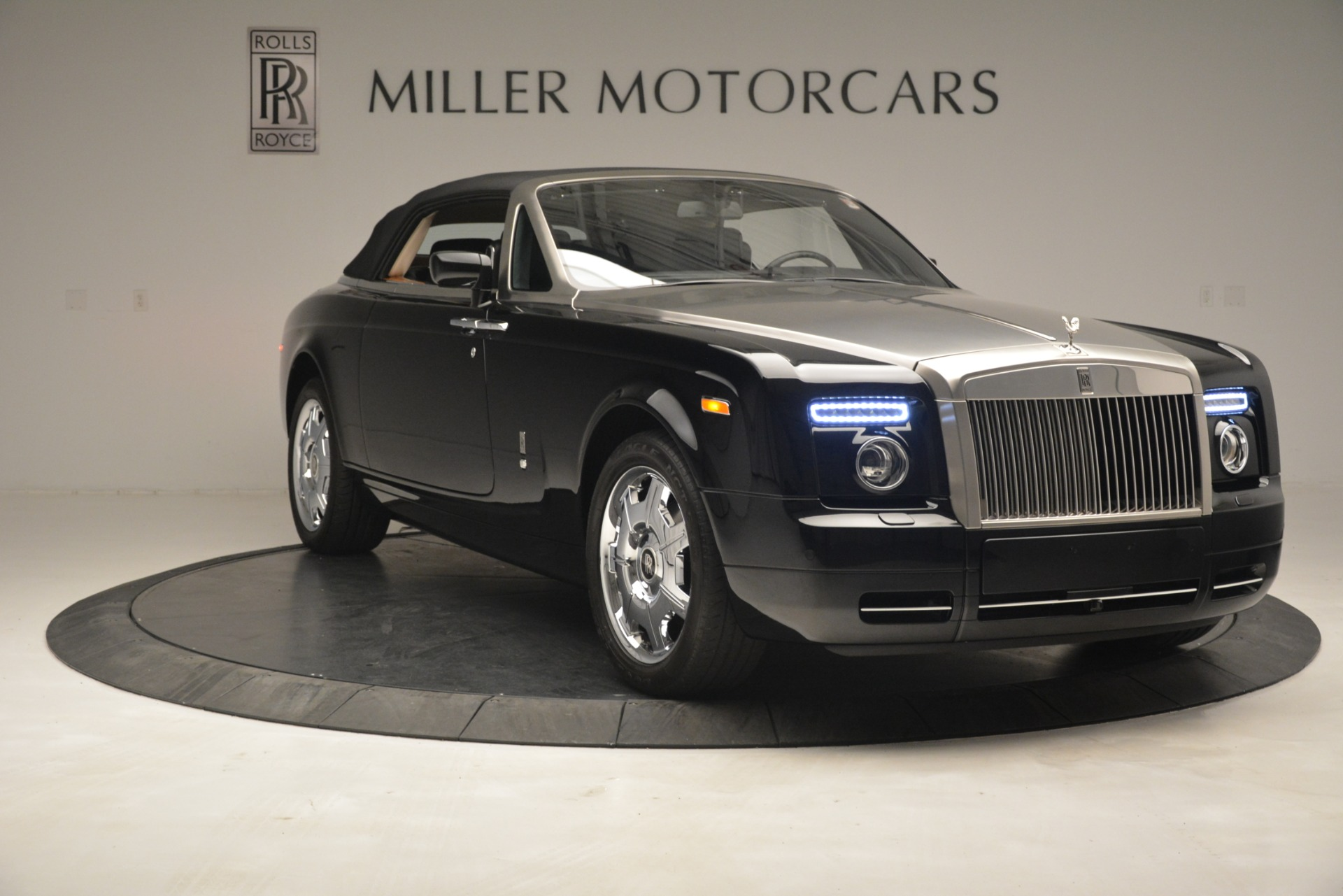 Used 2008 Rolls-Royce Phantom Drophead Coupe  For Sale In Westport, CT 3000_p42