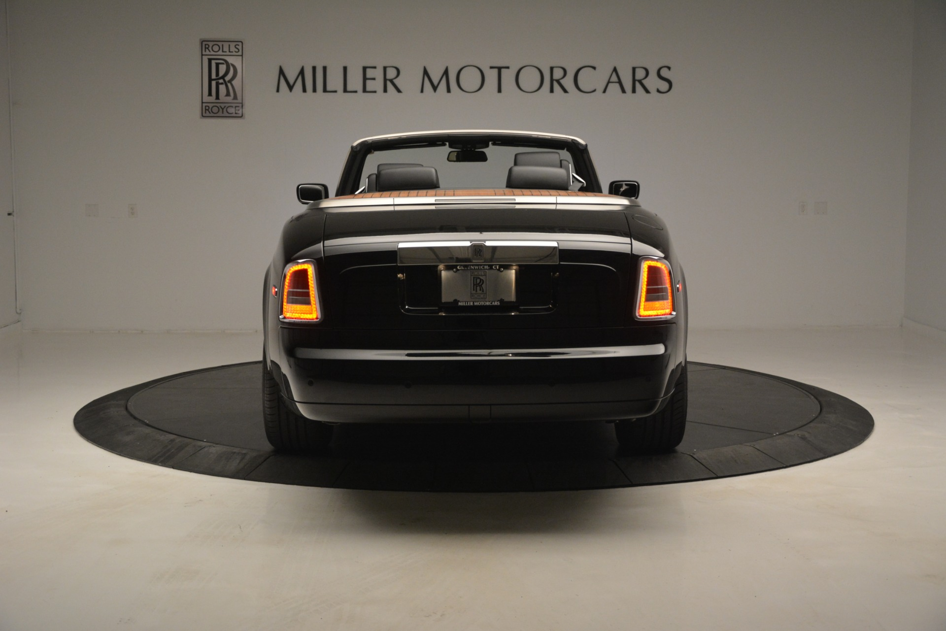 Used 2008 Rolls-Royce Phantom Drophead Coupe  For Sale In Westport, CT 3000_p9