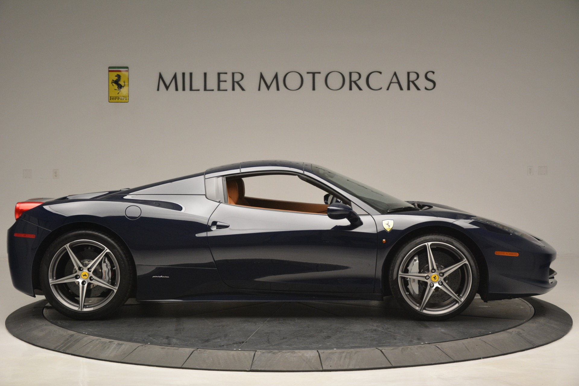 Used 2014 Ferrari 458 Spider  For Sale In Westport, CT 3013_p21