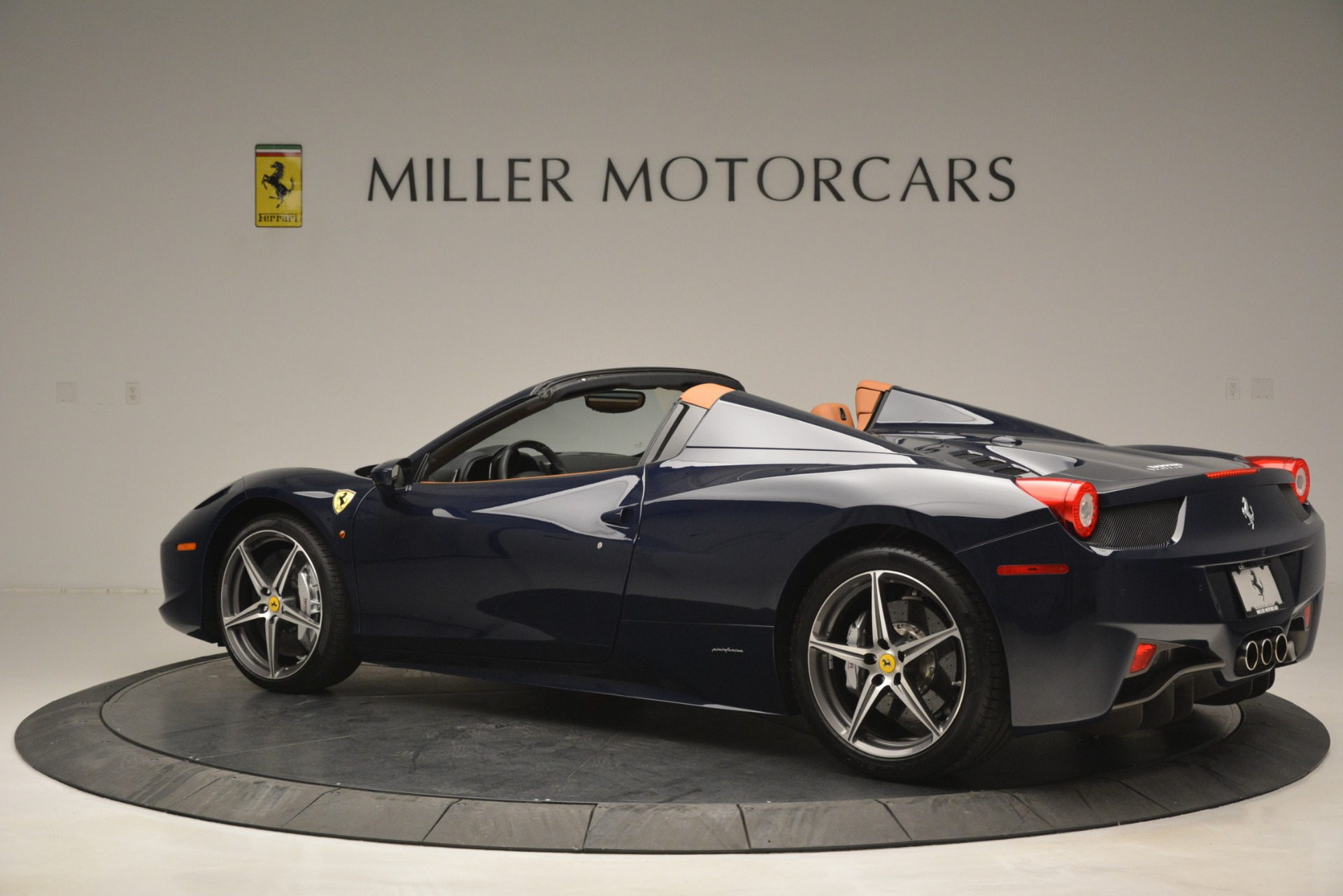 Used 2014 Ferrari 458 Spider  For Sale In Westport, CT 3013_p4