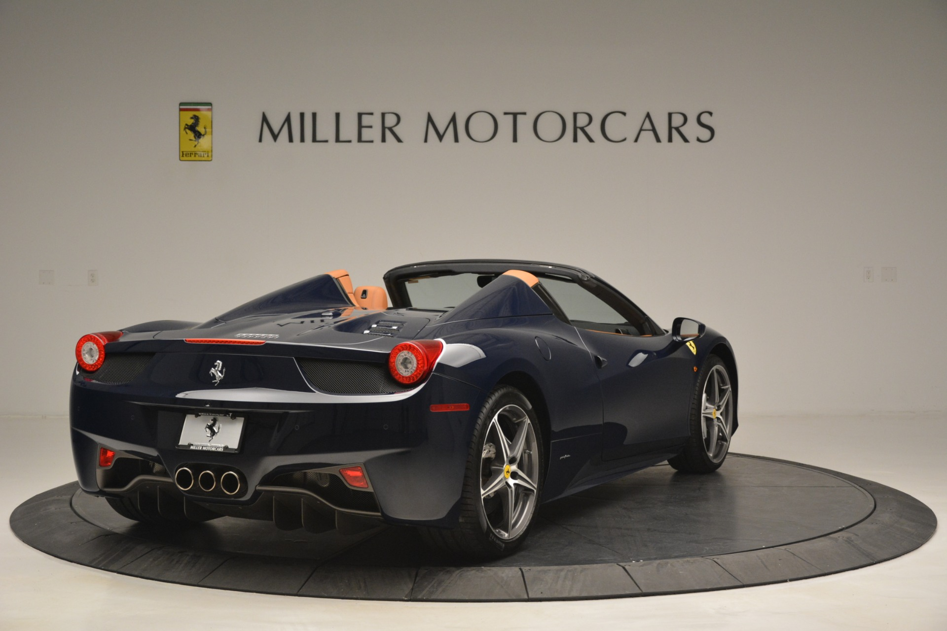 Used 2014 Ferrari 458 Spider  For Sale In Westport, CT 3013_p7