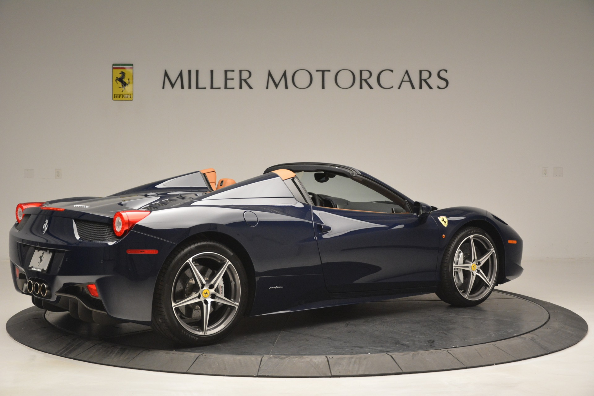 Used 2014 Ferrari 458 Spider  For Sale In Westport, CT 3013_p8