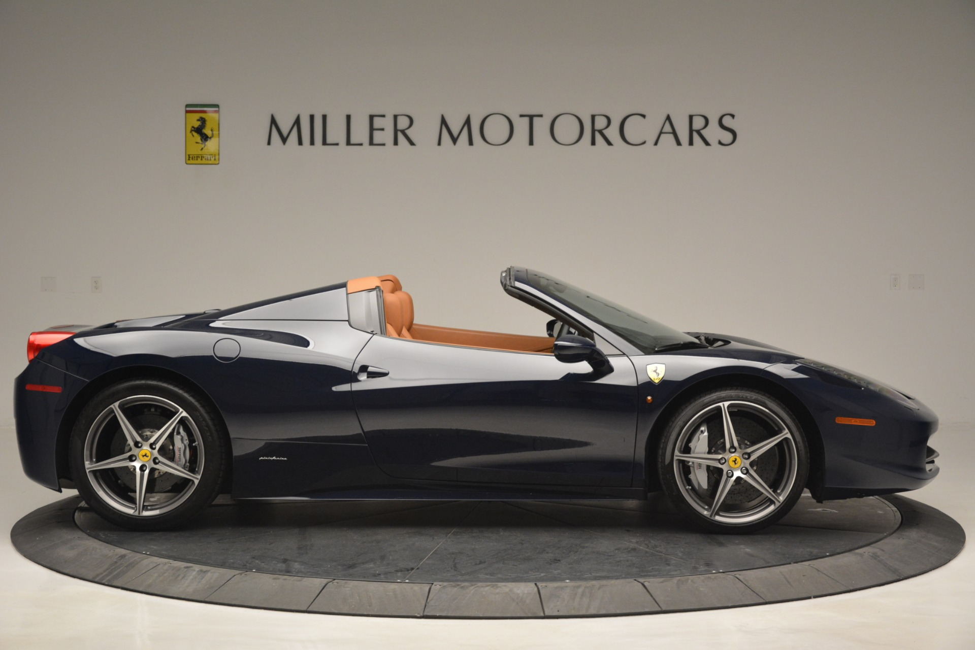 Used 2014 Ferrari 458 Spider  For Sale In Westport, CT 3013_p9