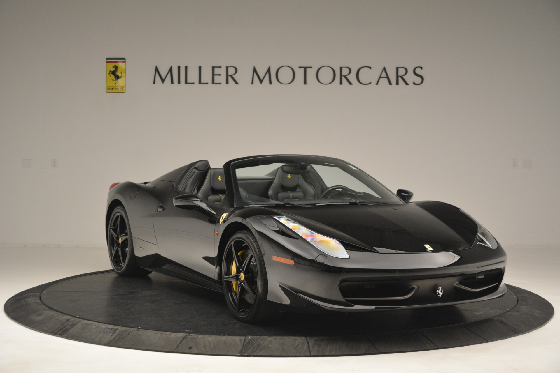 Used 2013 Ferrari 458 Spider  For Sale In Westport, CT 3024_p11