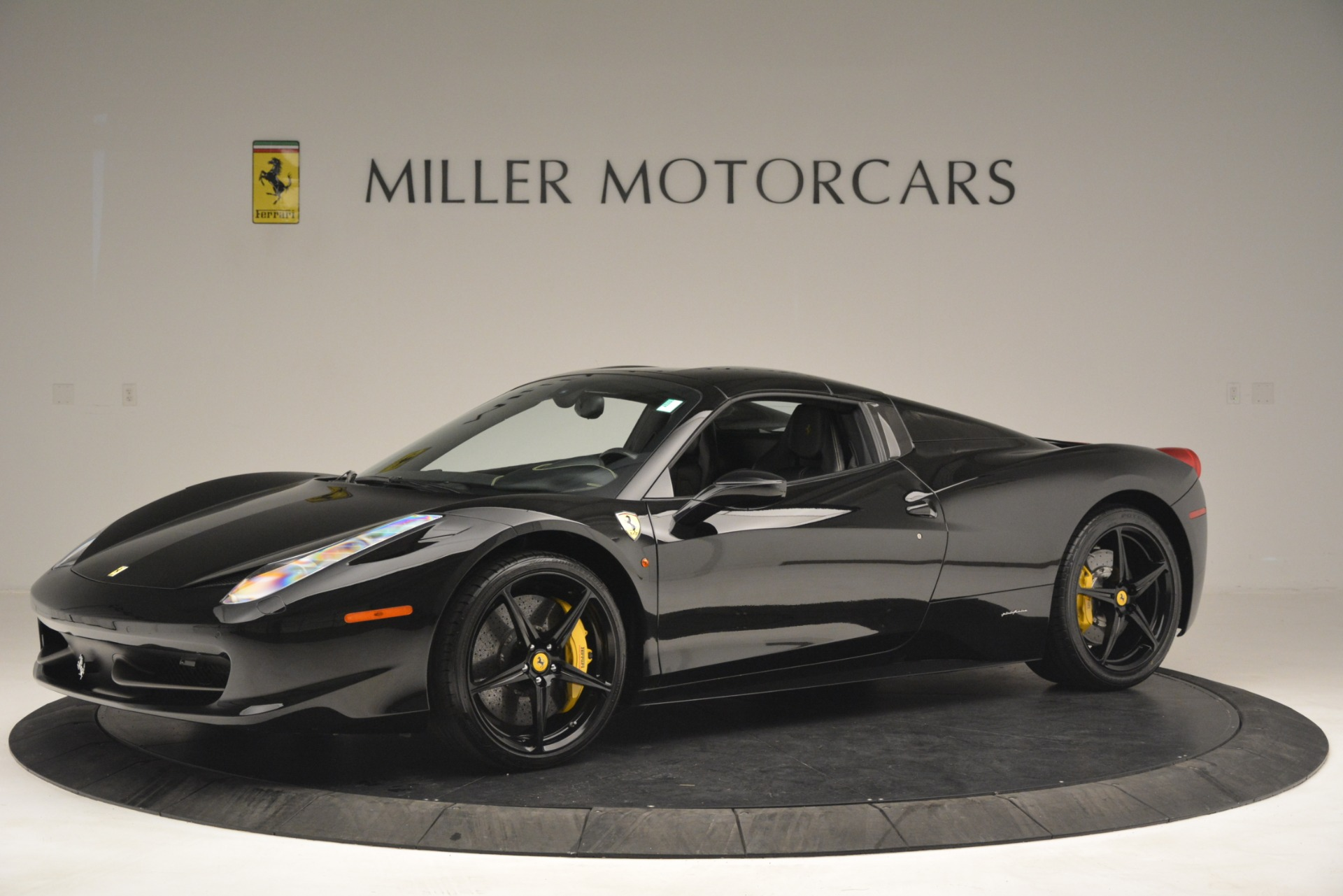 Used 2013 Ferrari 458 Spider  For Sale In Westport, CT 3024_p14