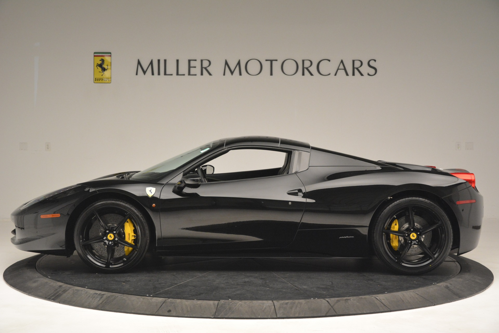 Used 2013 Ferrari 458 Spider  For Sale In Westport, CT 3024_p15
