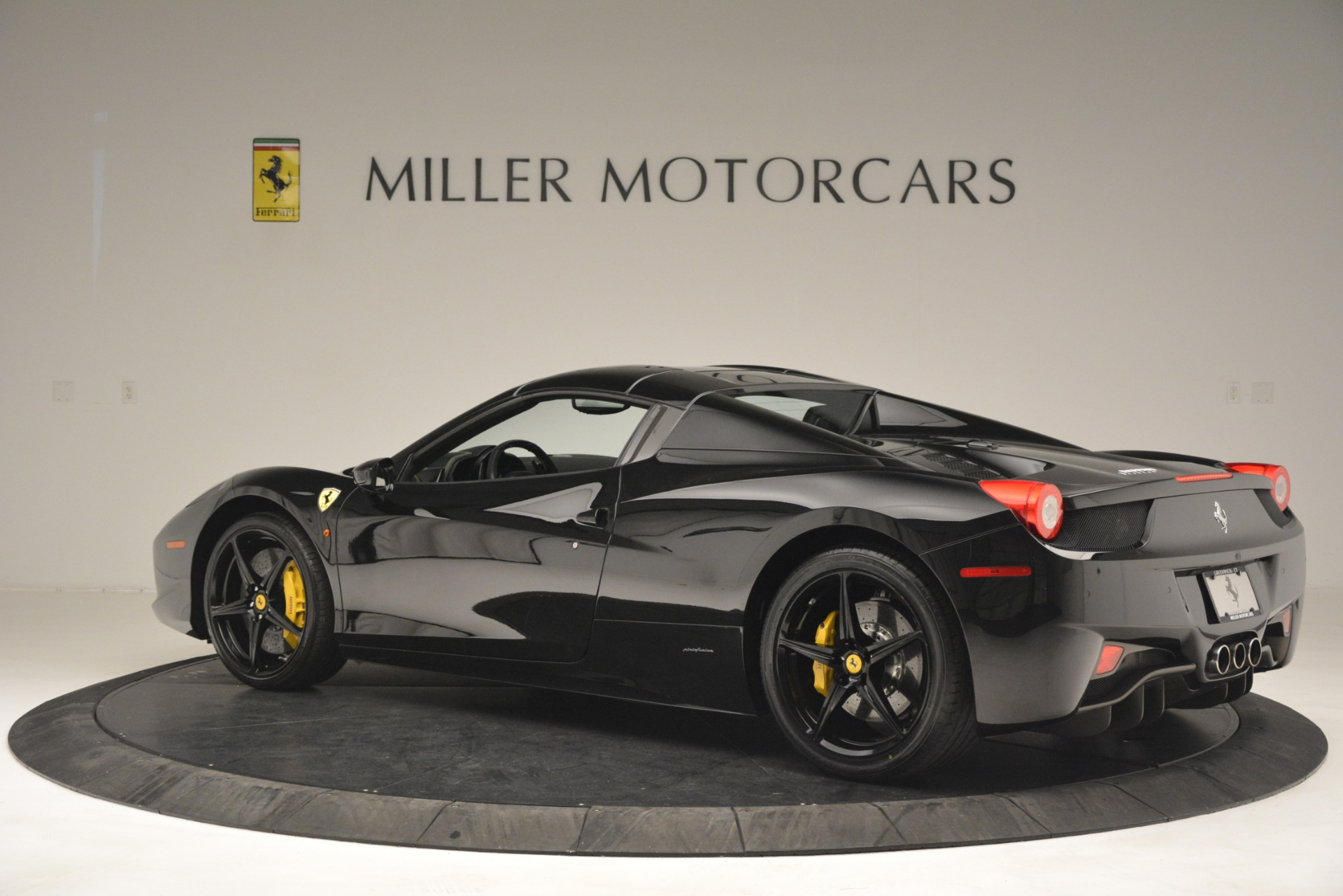 Used 2013 Ferrari 458 Spider  For Sale In Westport, CT 3024_p16