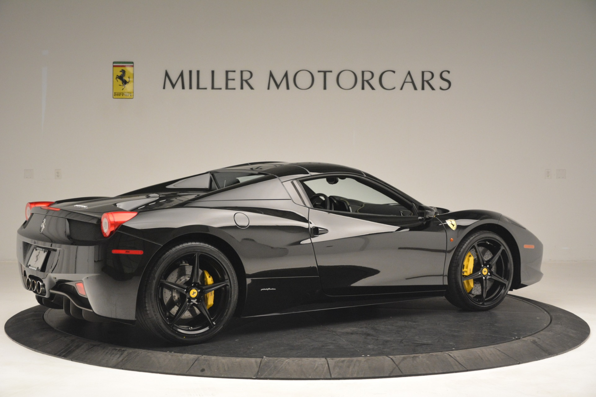 Used 2013 Ferrari 458 Spider  For Sale In Westport, CT 3024_p20