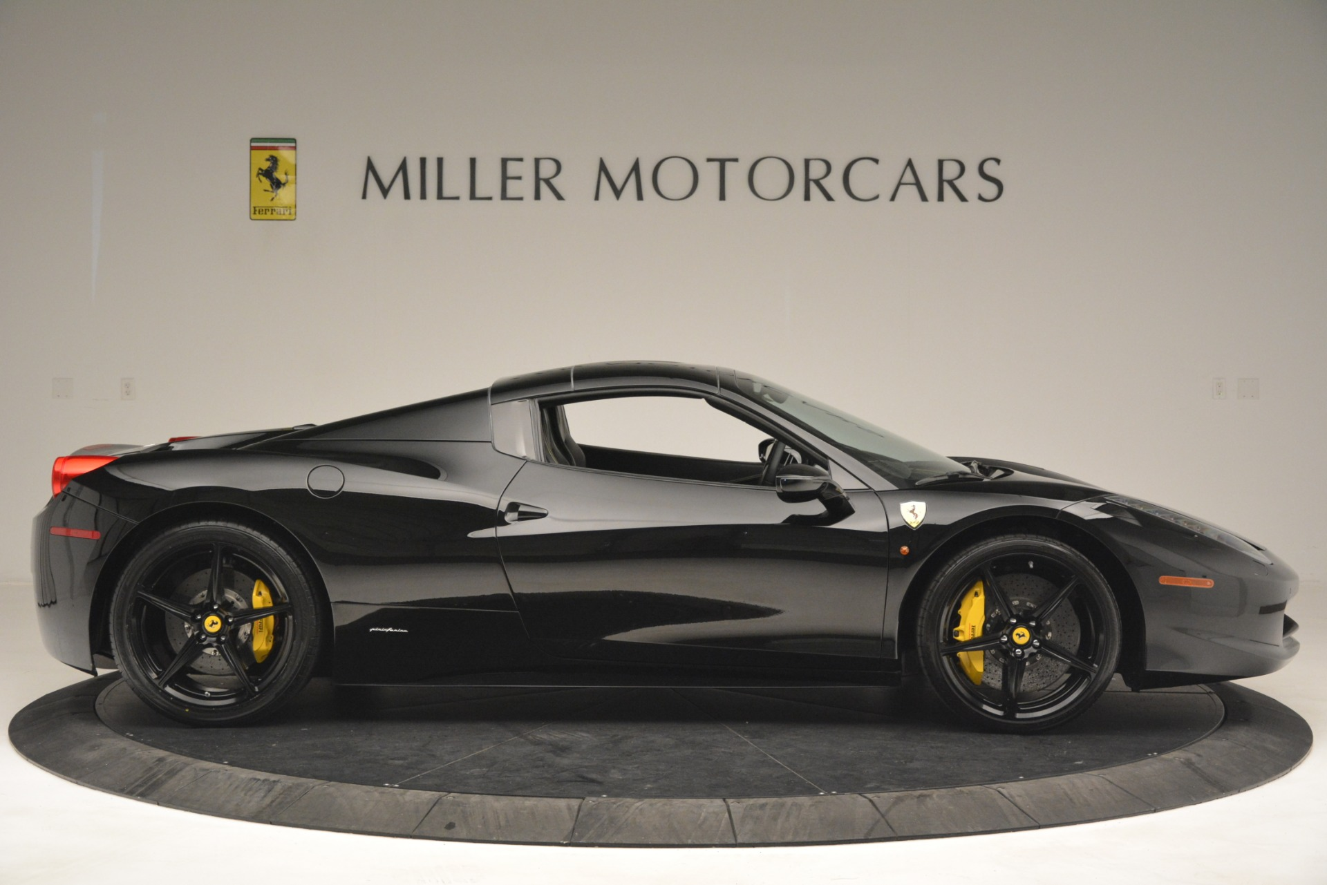 Used 2013 Ferrari 458 Spider  For Sale In Westport, CT 3024_p21