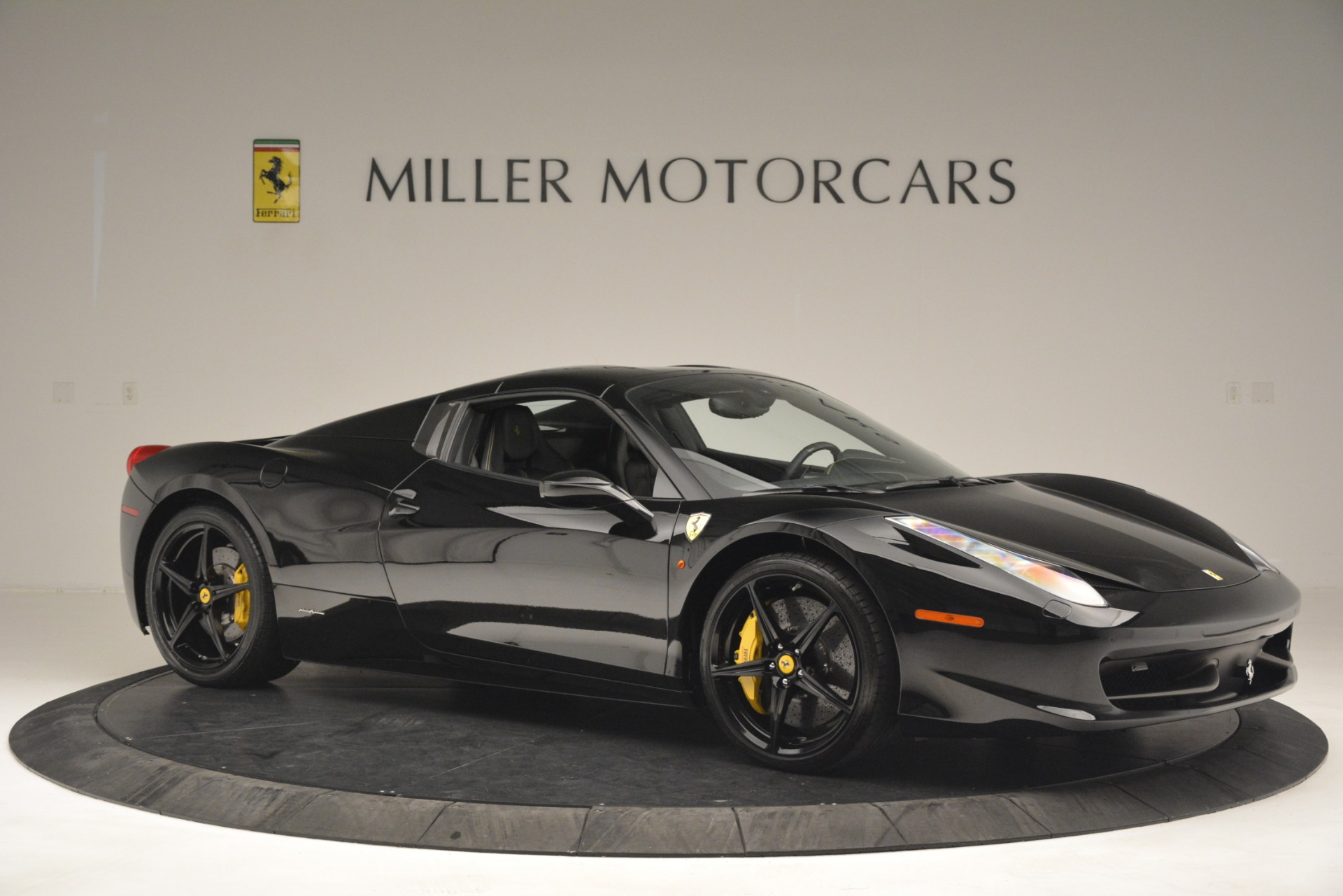 Used 2013 Ferrari 458 Spider  For Sale In Westport, CT 3024_p22