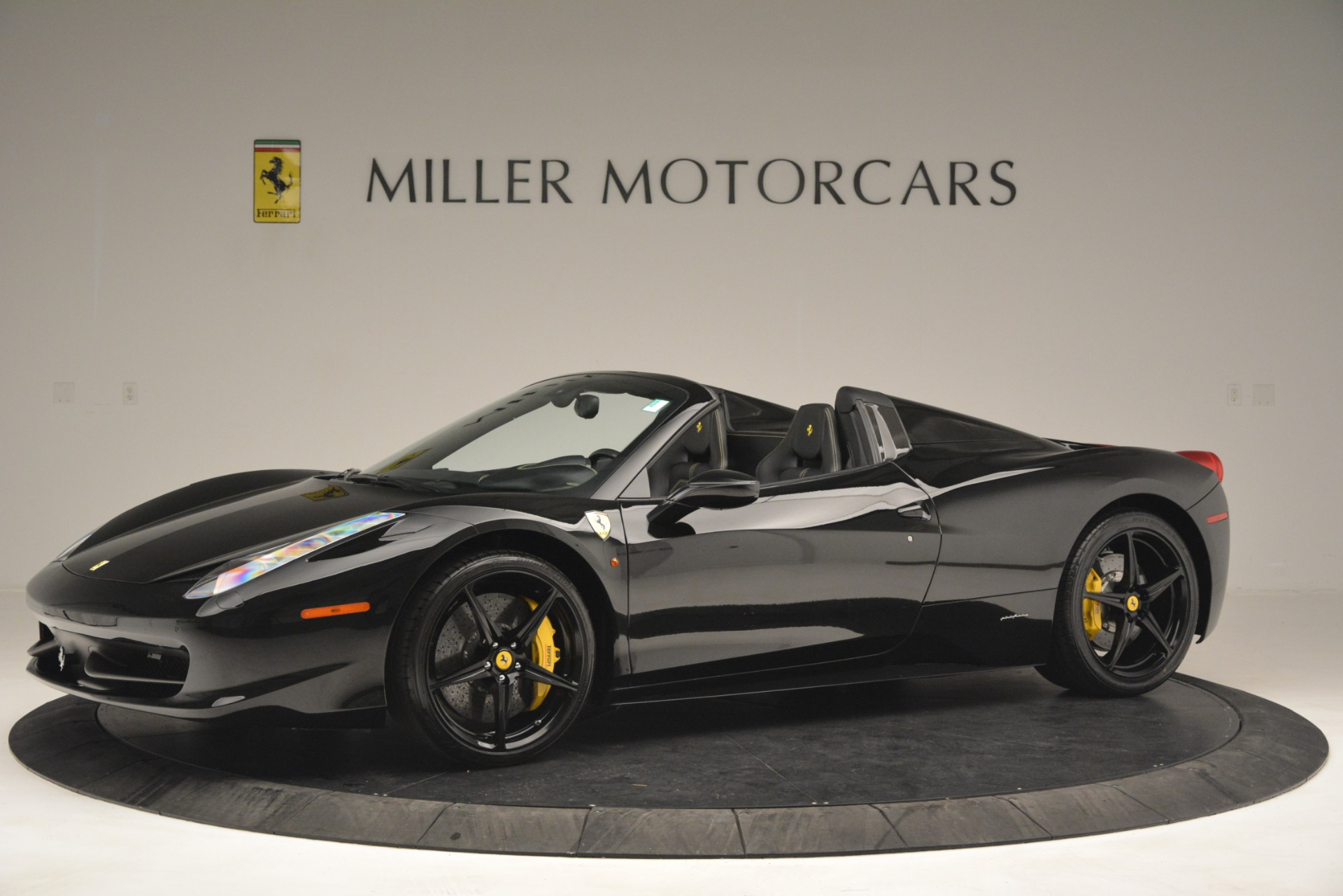 Used 2013 Ferrari 458 Spider  For Sale In Westport, CT 3024_p2