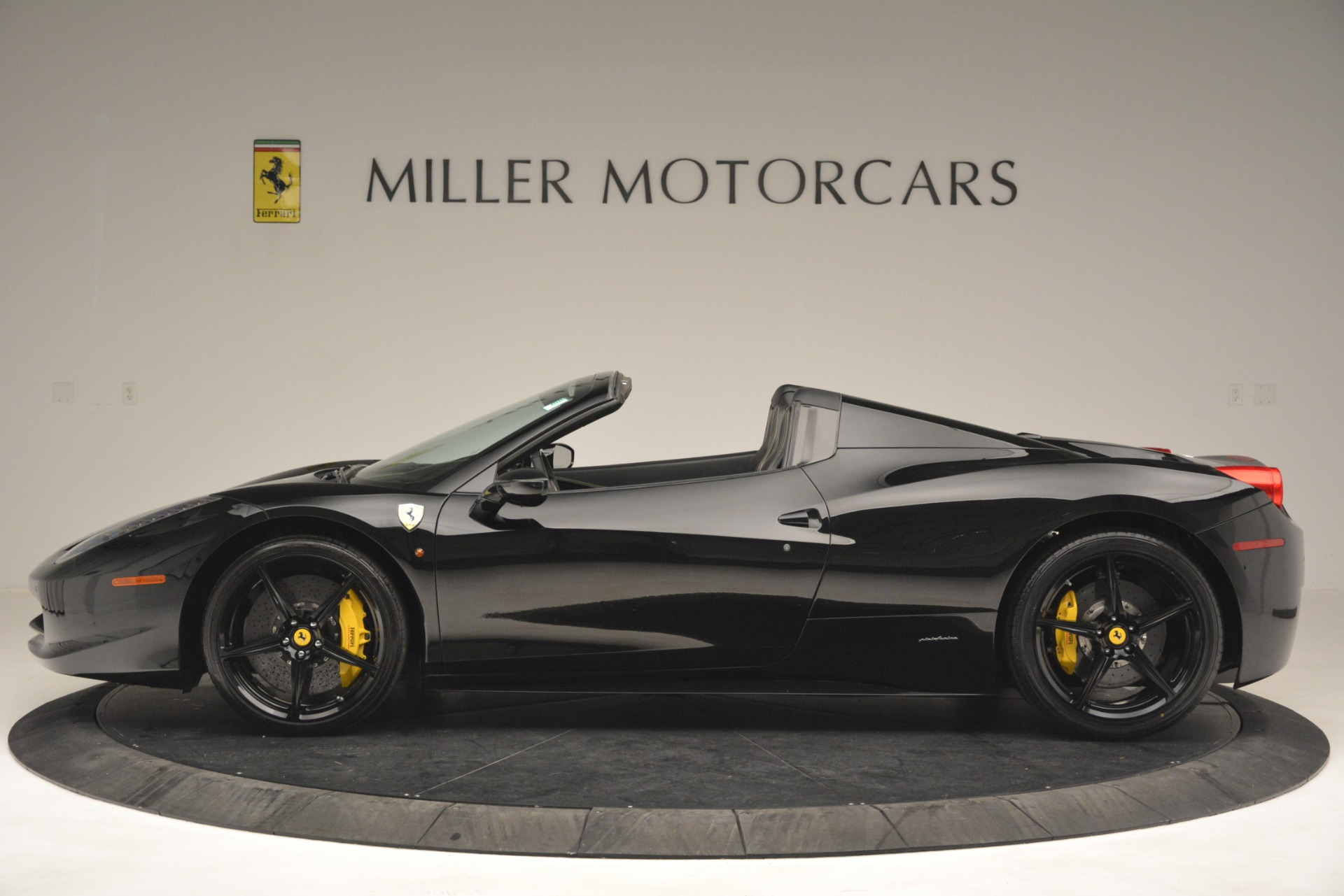 Used 2013 Ferrari 458 Spider  For Sale In Westport, CT 3024_p3