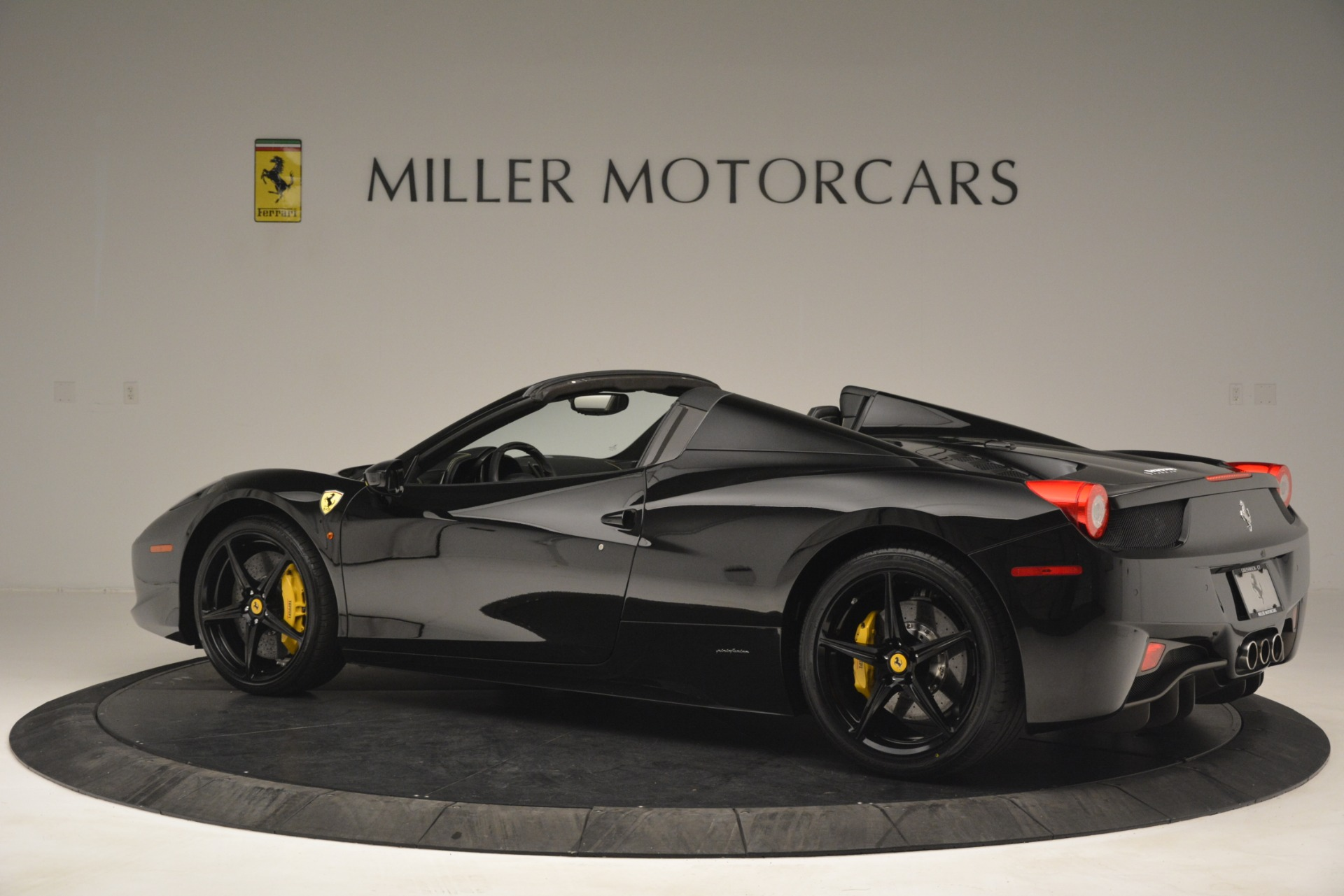 Used 2013 Ferrari 458 Spider  For Sale In Westport, CT 3024_p4