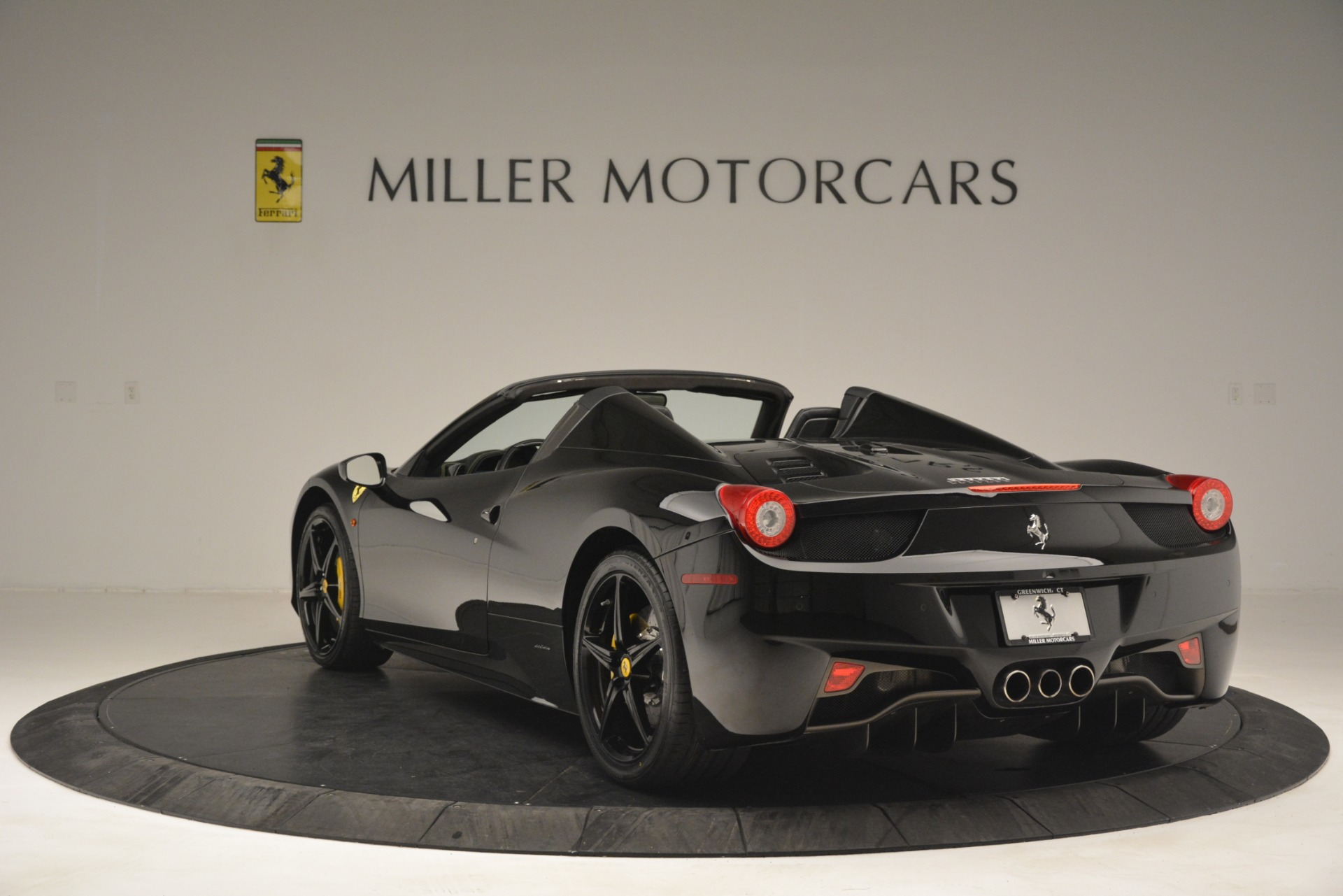 Used 2013 Ferrari 458 Spider  For Sale In Westport, CT 3024_p5