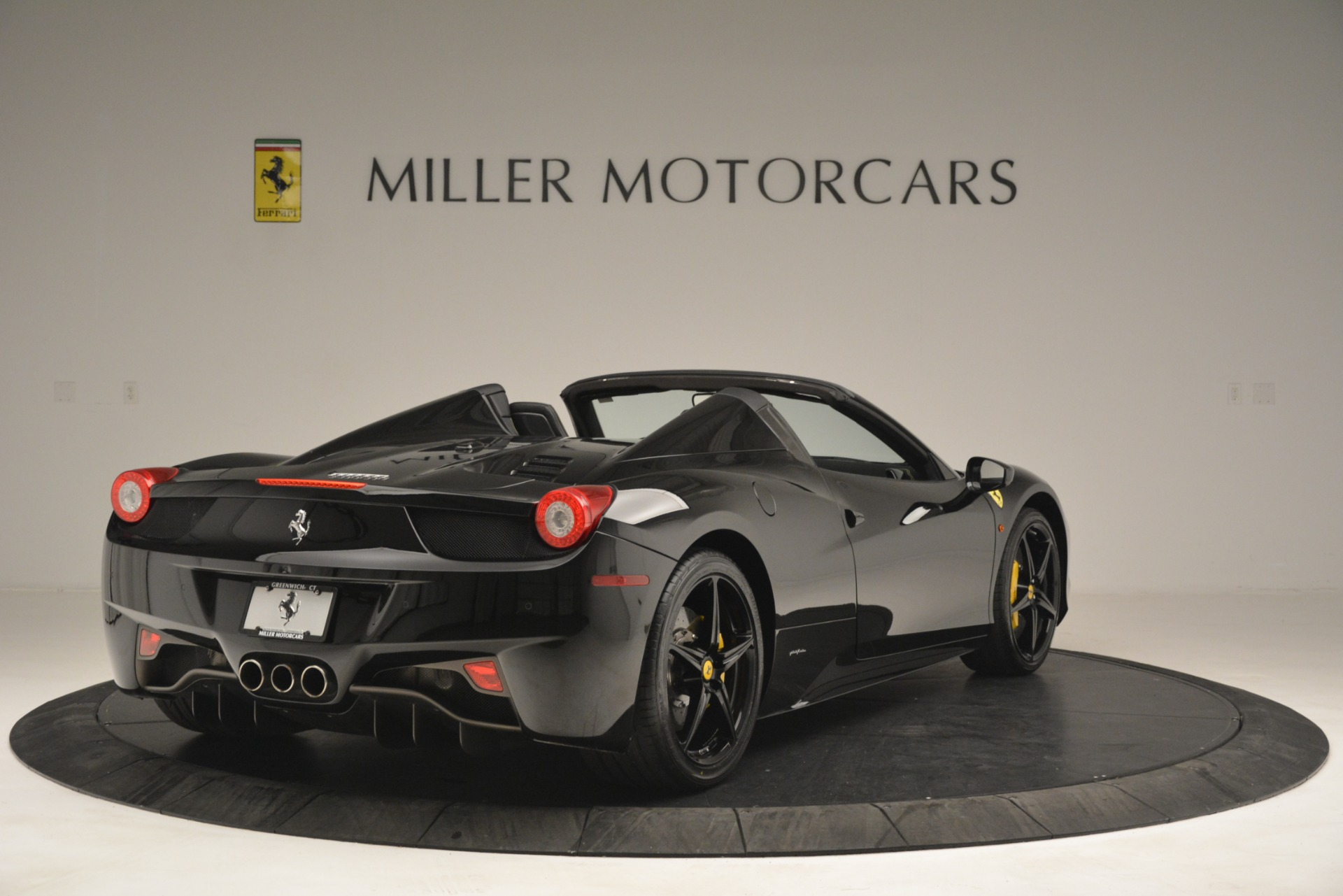 Used 2013 Ferrari 458 Spider  For Sale In Westport, CT 3024_p7