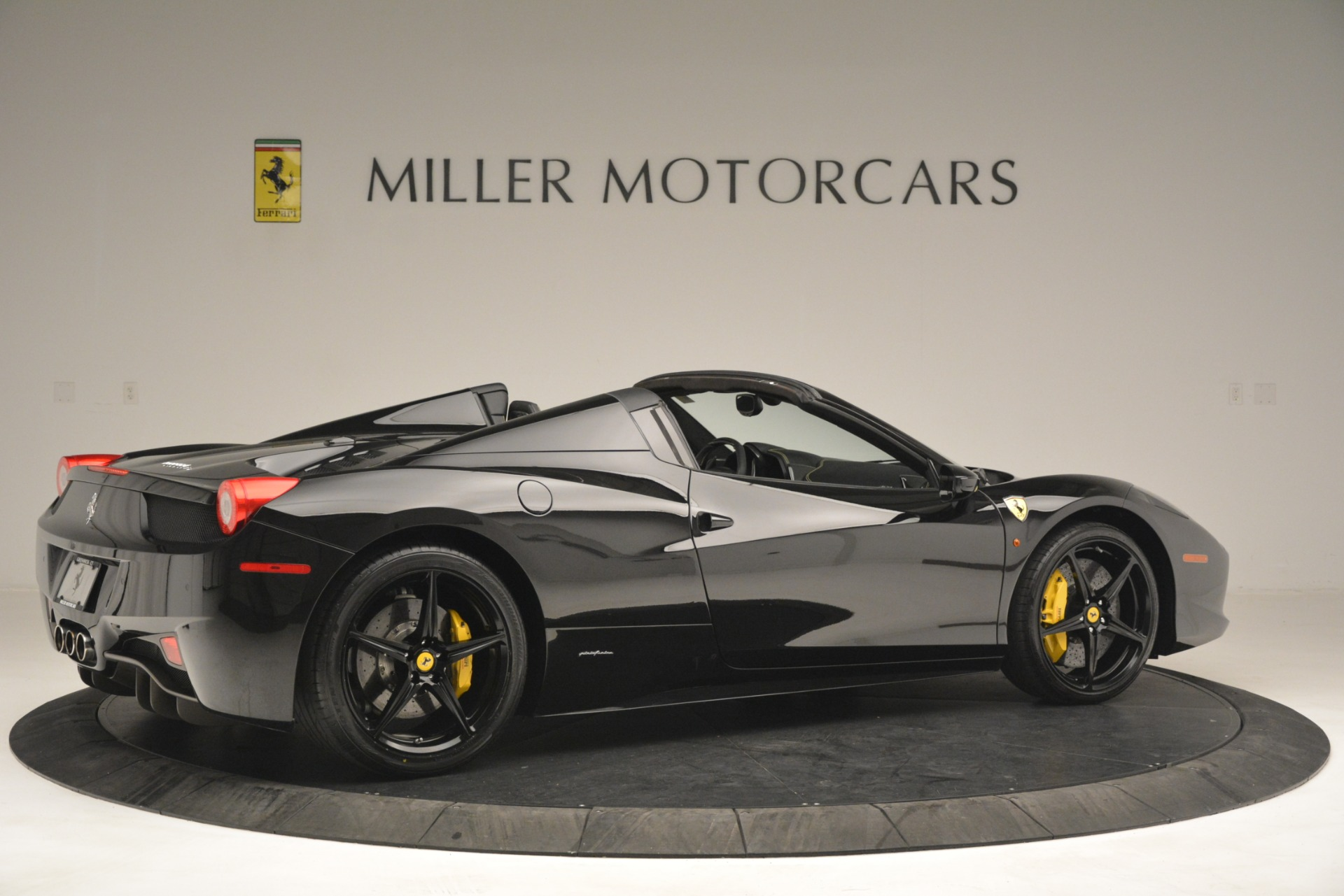 Used 2013 Ferrari 458 Spider  For Sale In Westport, CT 3024_p8