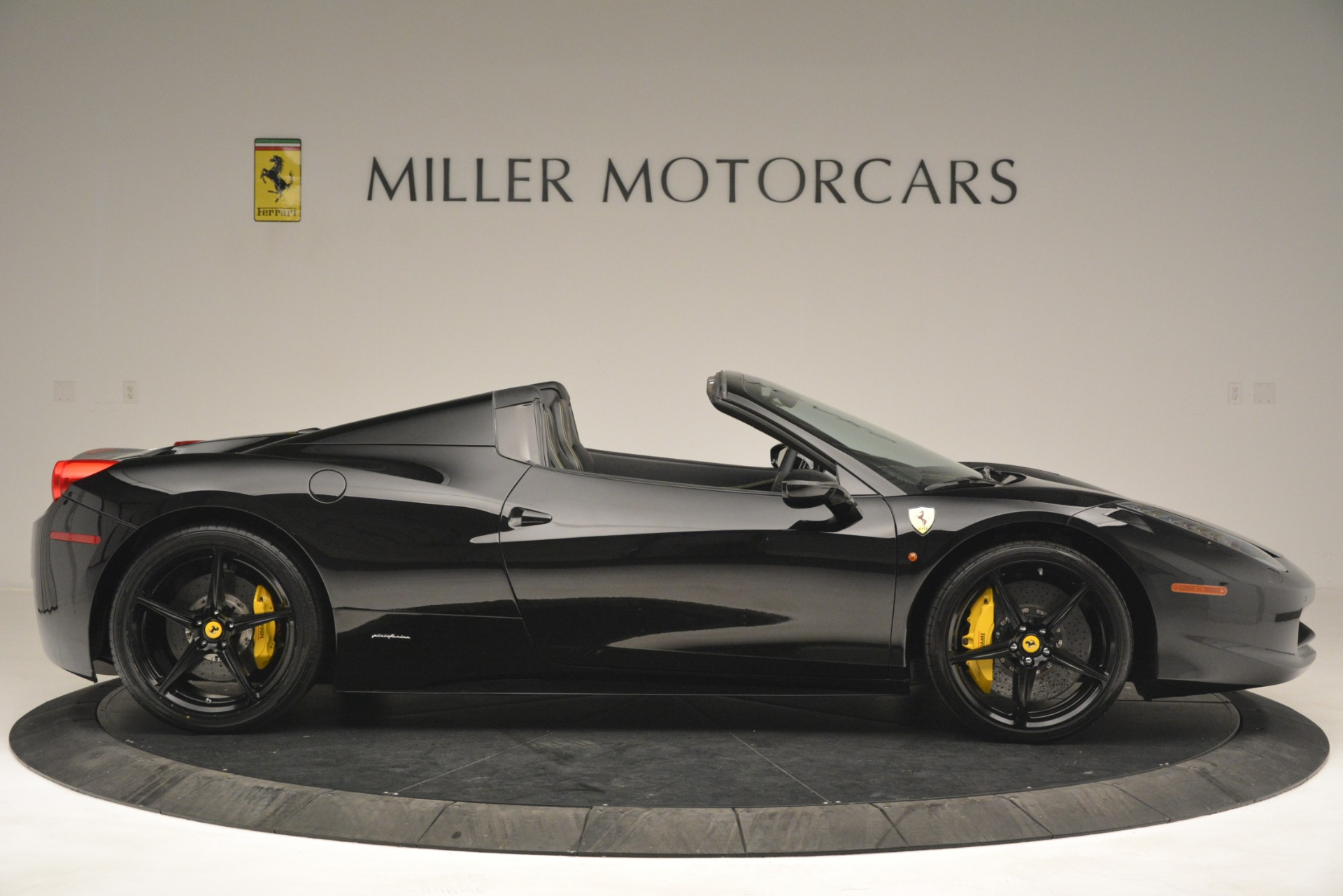 Used 2013 Ferrari 458 Spider  For Sale In Westport, CT 3024_p9