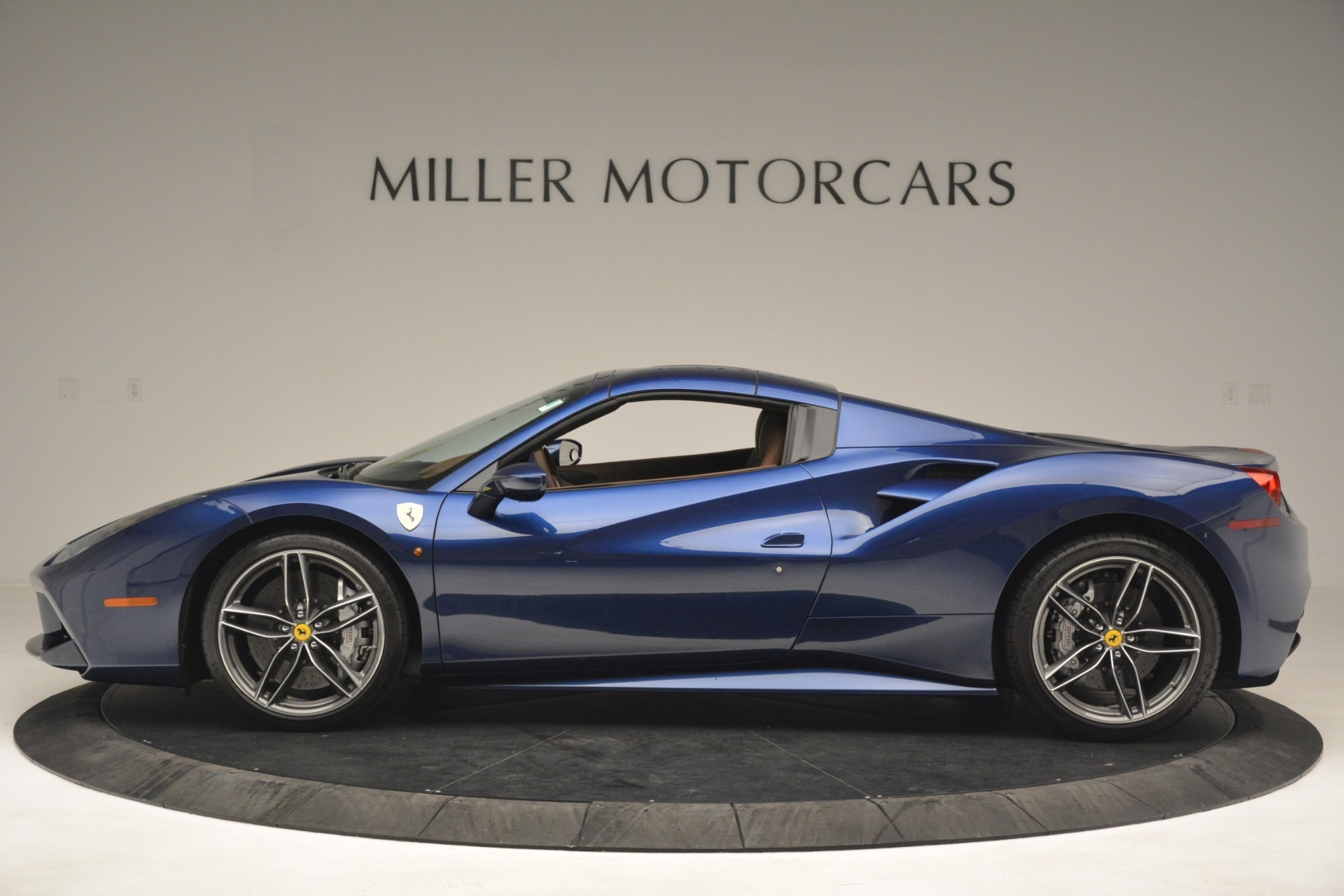 Used 2018 Ferrari 488 Spider  For Sale In Westport, CT 3045_p15