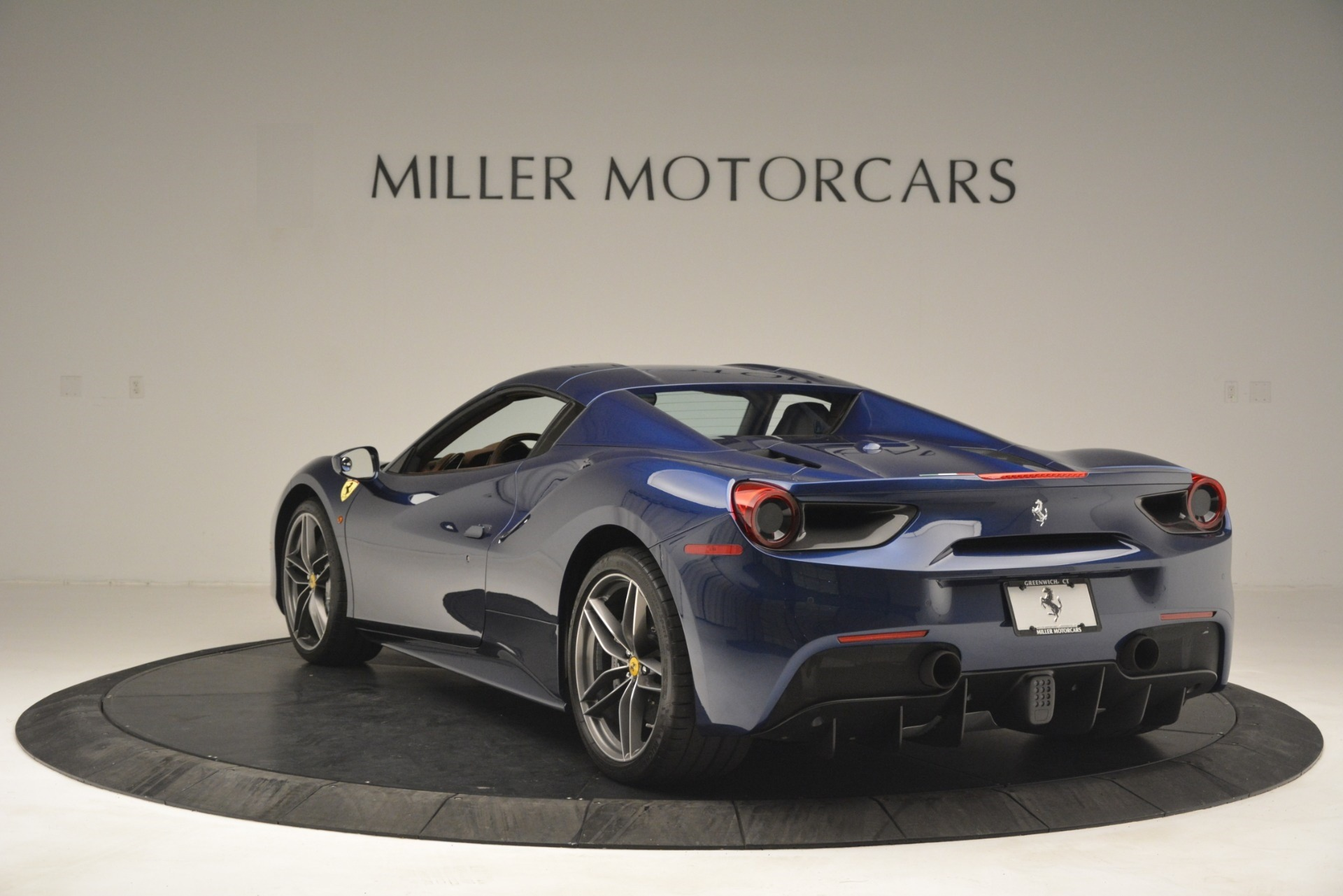 Used 2018 Ferrari 488 Spider  For Sale In Westport, CT 3045_p17