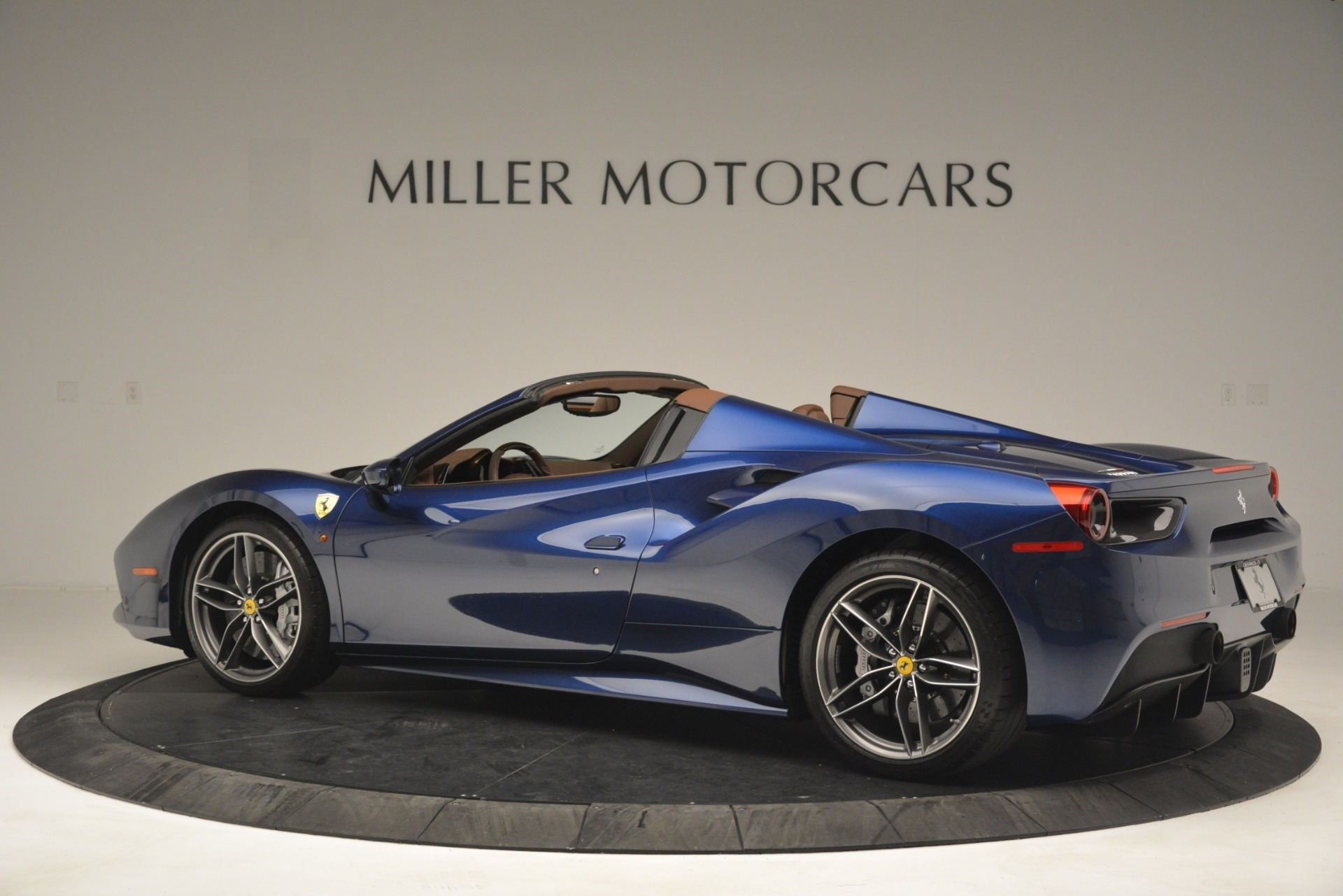 Used 2018 Ferrari 488 Spider  For Sale In Westport, CT 3045_p4