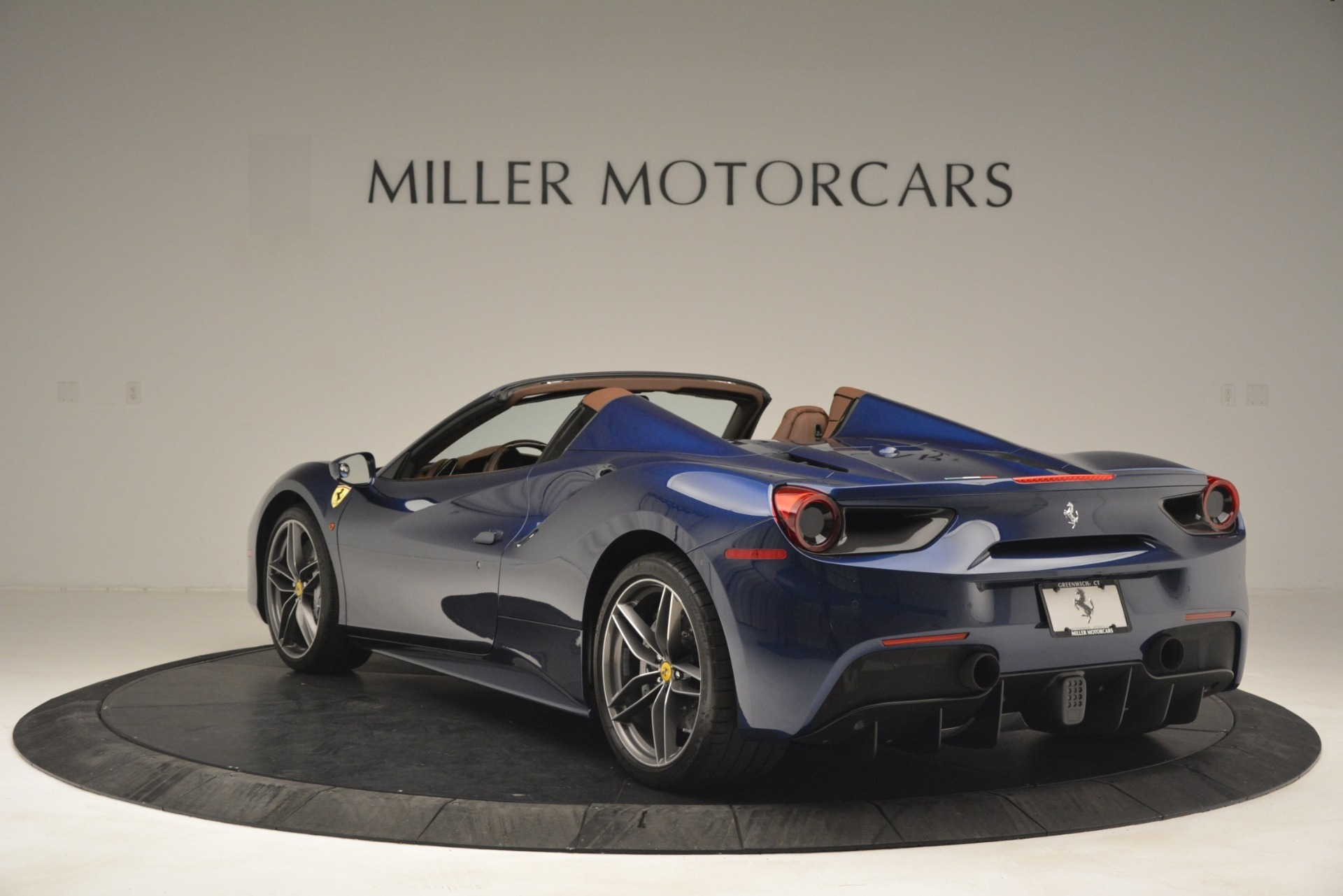 Used 2018 Ferrari 488 Spider  For Sale In Westport, CT 3045_p5