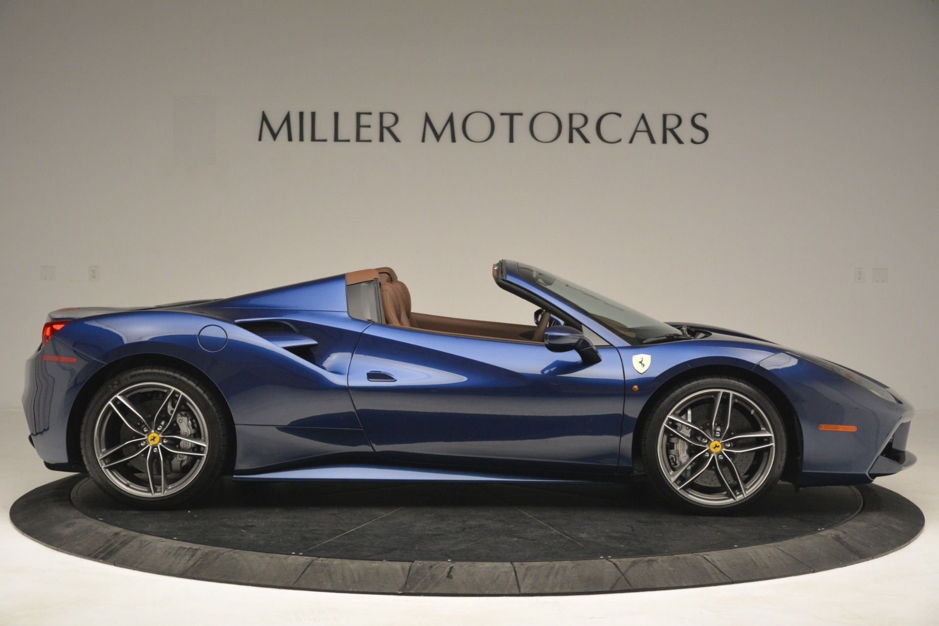 Used 2018 Ferrari 488 Spider  For Sale In Westport, CT 3045_p9