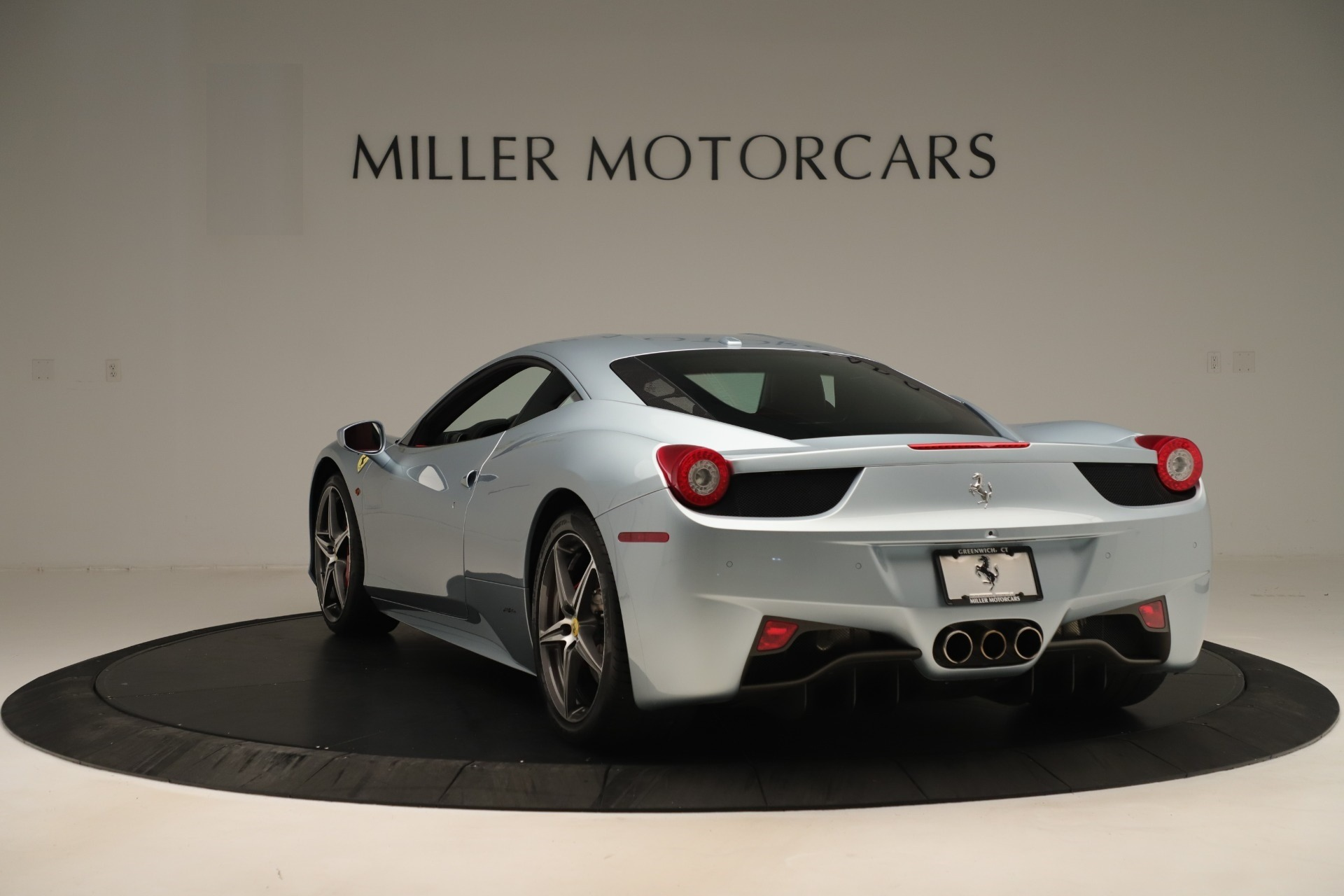 Used 2015 Ferrari 458 Italia  For Sale In Westport, CT 3052_p5