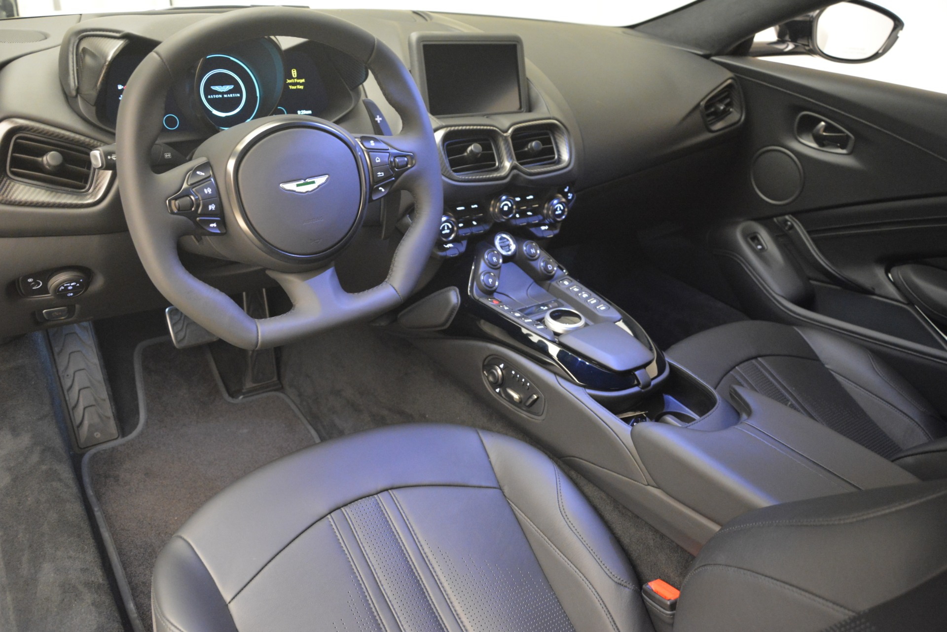 New 2019 Aston Martin Vantage V8 For Sale In Westport, CT 3053_p15