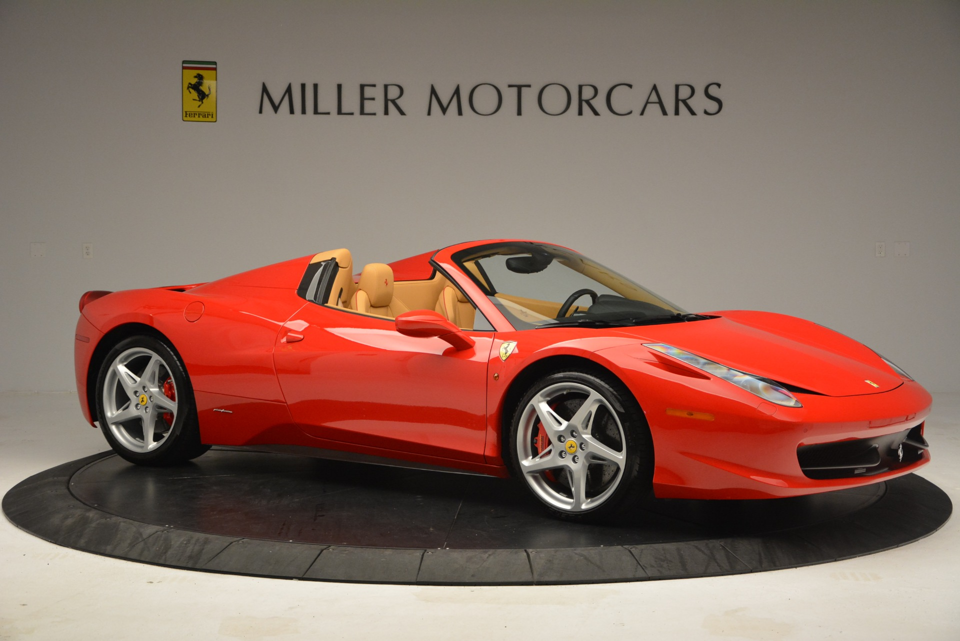 Used 2013 Ferrari 458 Spider  For Sale In Westport, CT 3057_p10