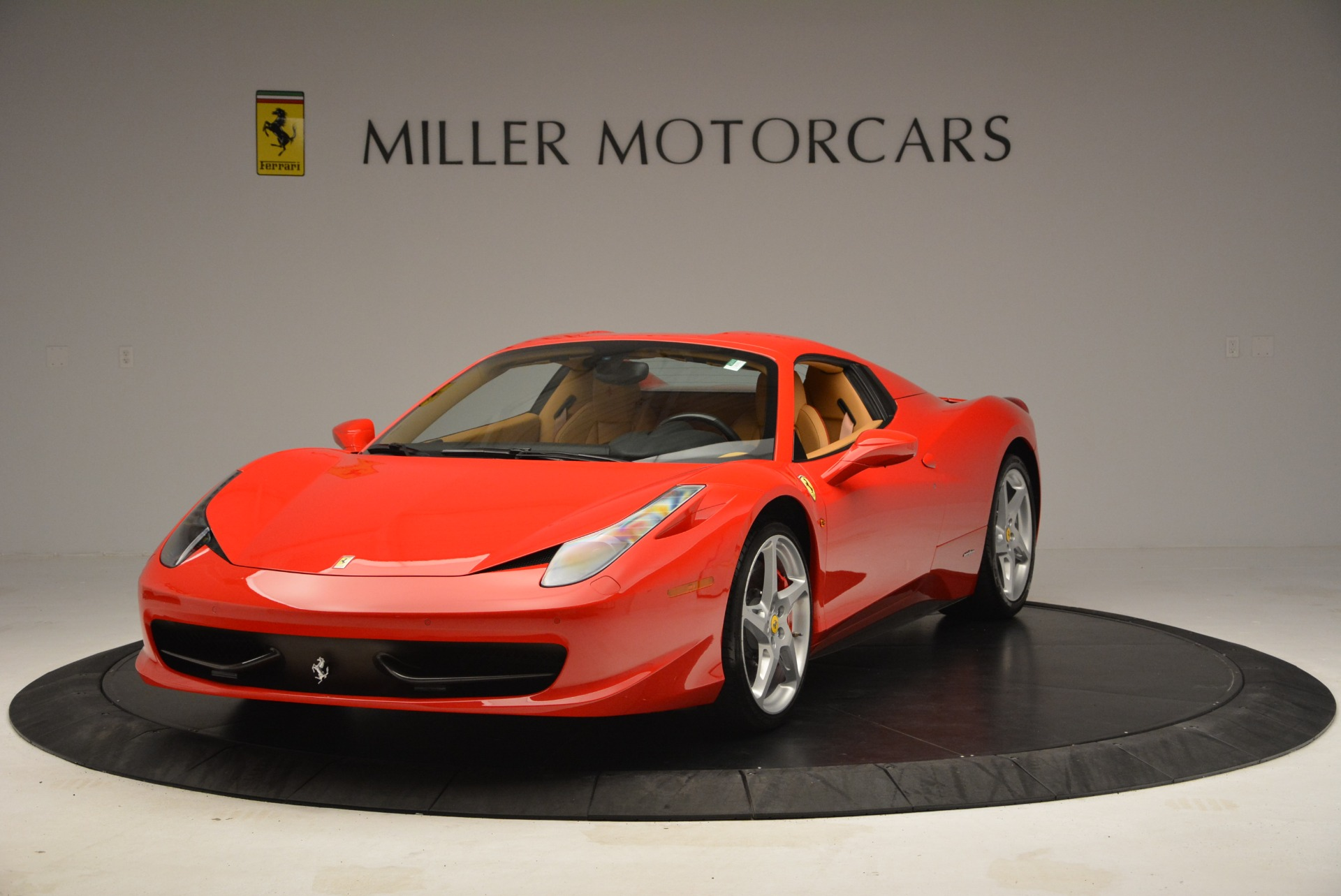 Used 2013 Ferrari 458 Spider  For Sale In Westport, CT 3057_p13
